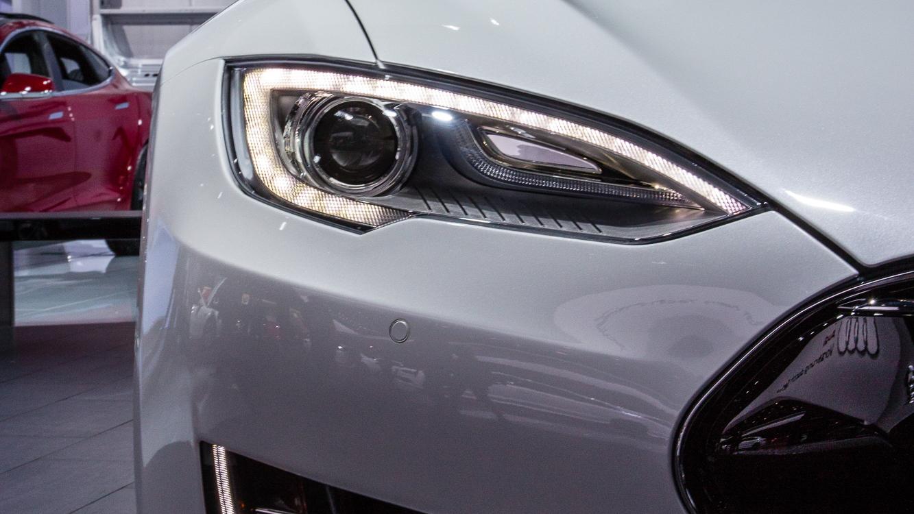 Tesla Model S 85D, 2015 Detroit Auto Show
