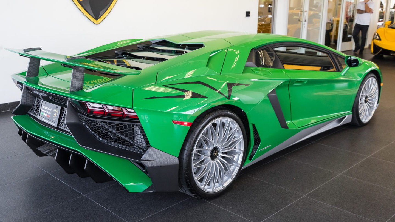 Miura Inspired Lamborghini Aventador Sv Makes Us Green With Envy