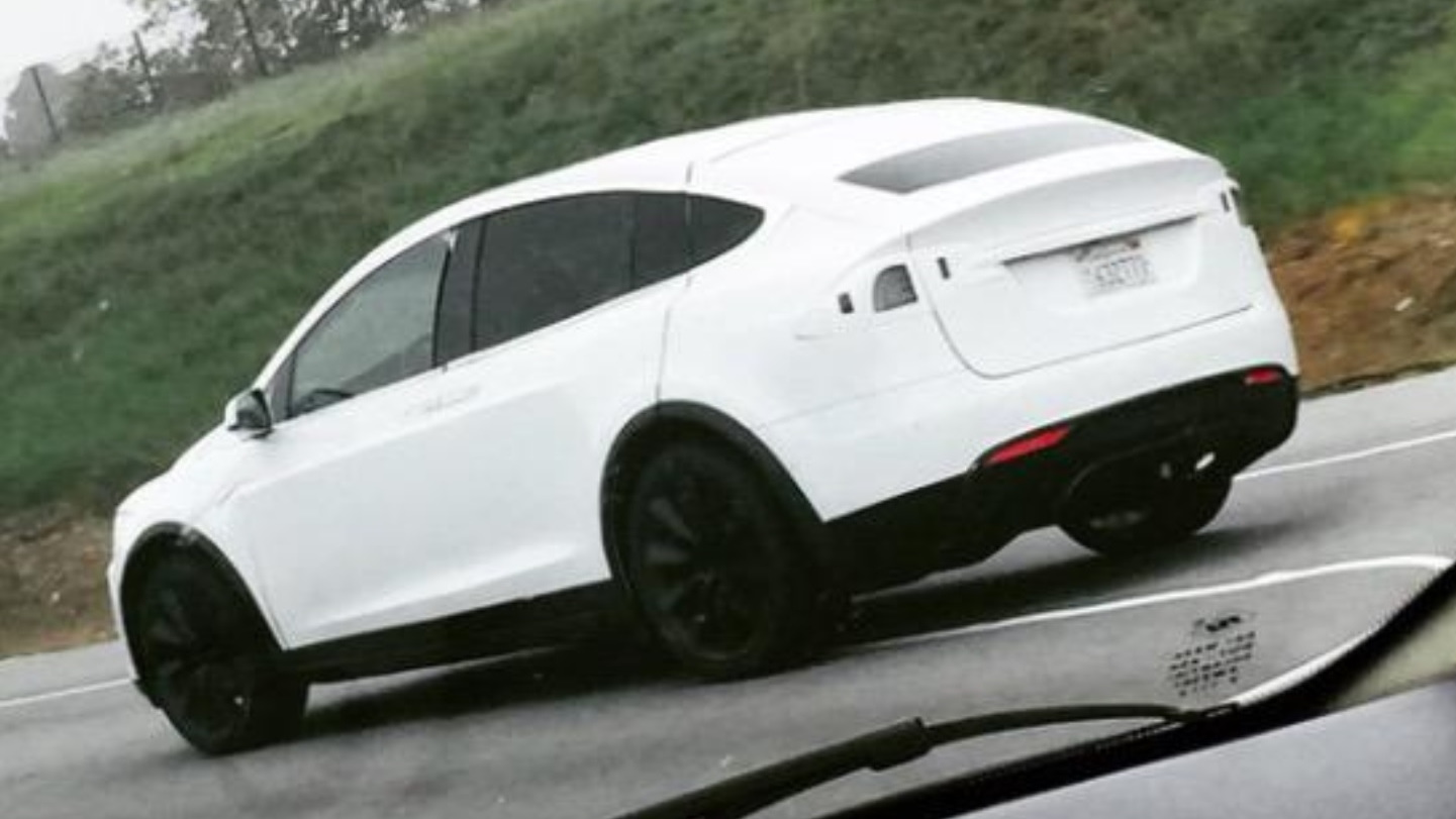 Tesla Model X testing on California road, Mar 2015  [Twitter: ModelXnews]