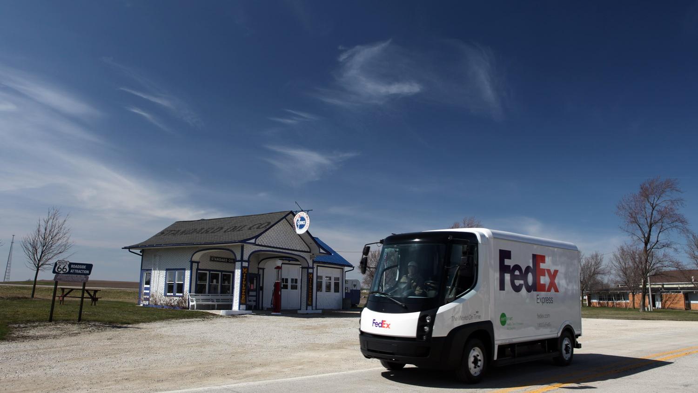All-electric FedEx parcel delivery truck, Modec design built by Navistar