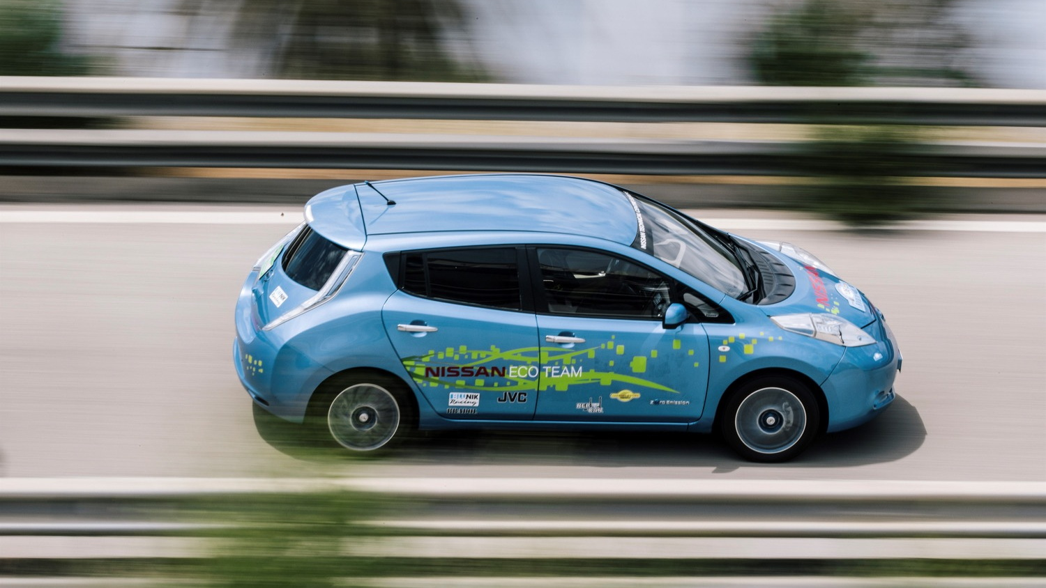 Nissan Leaf 48-kWh prototype built by employees