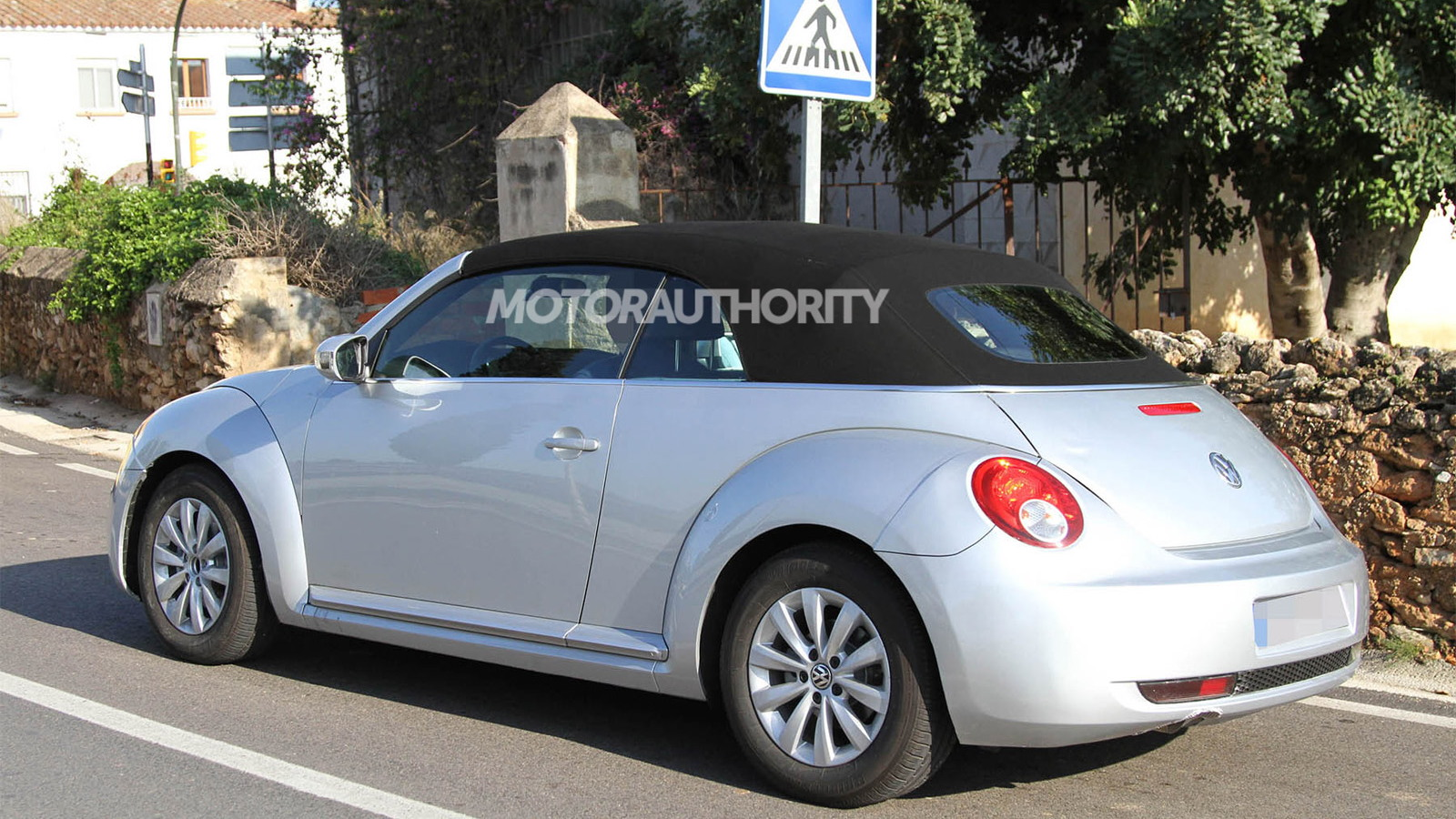 2013 Volkswagen Beetle Convertible spy shots