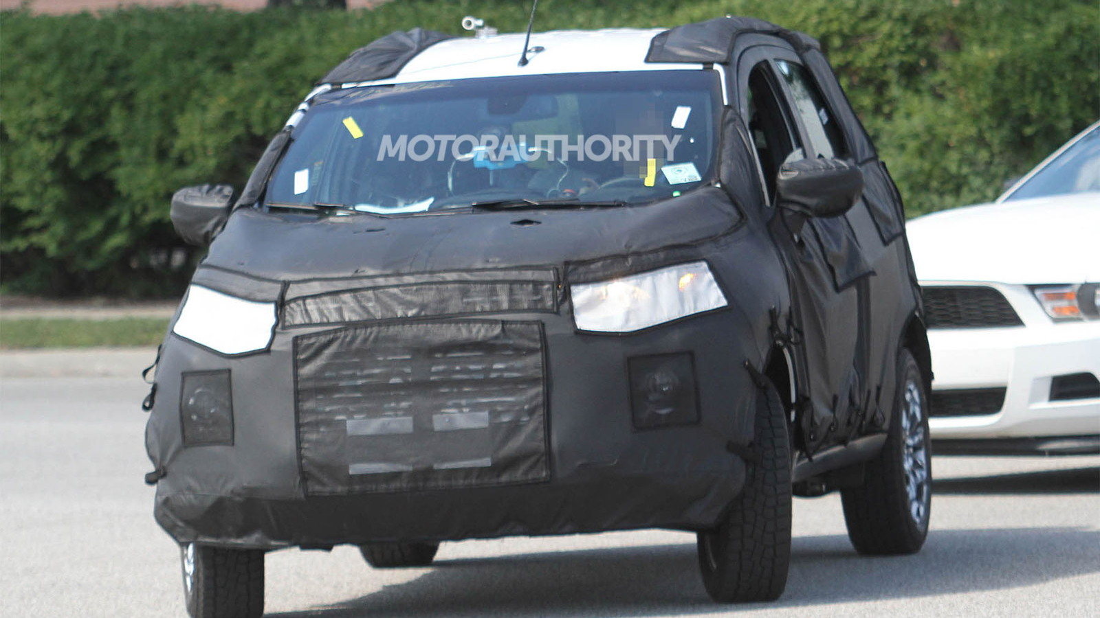 Ford Fiesta-based crossover spy shots