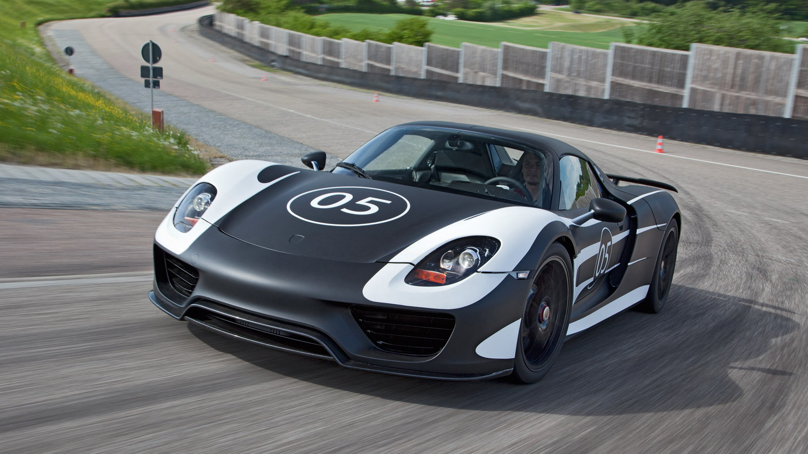2014 Porsche 918 Spyder prototype