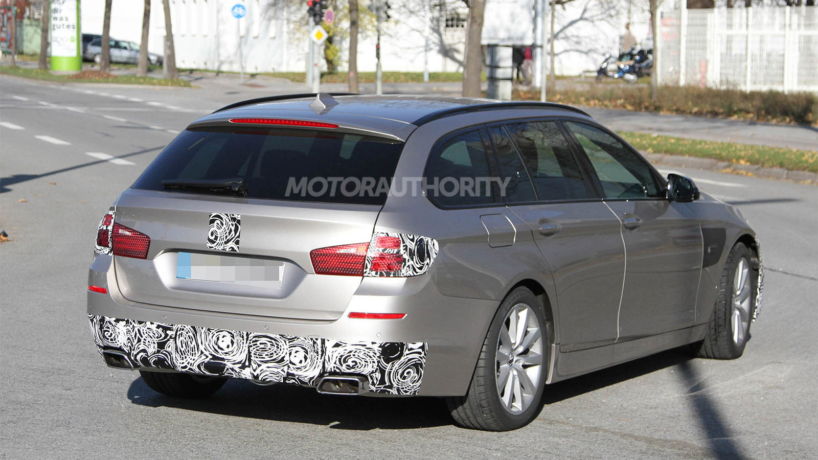 2014 BMW 5-Series Touring facelift spy shots
