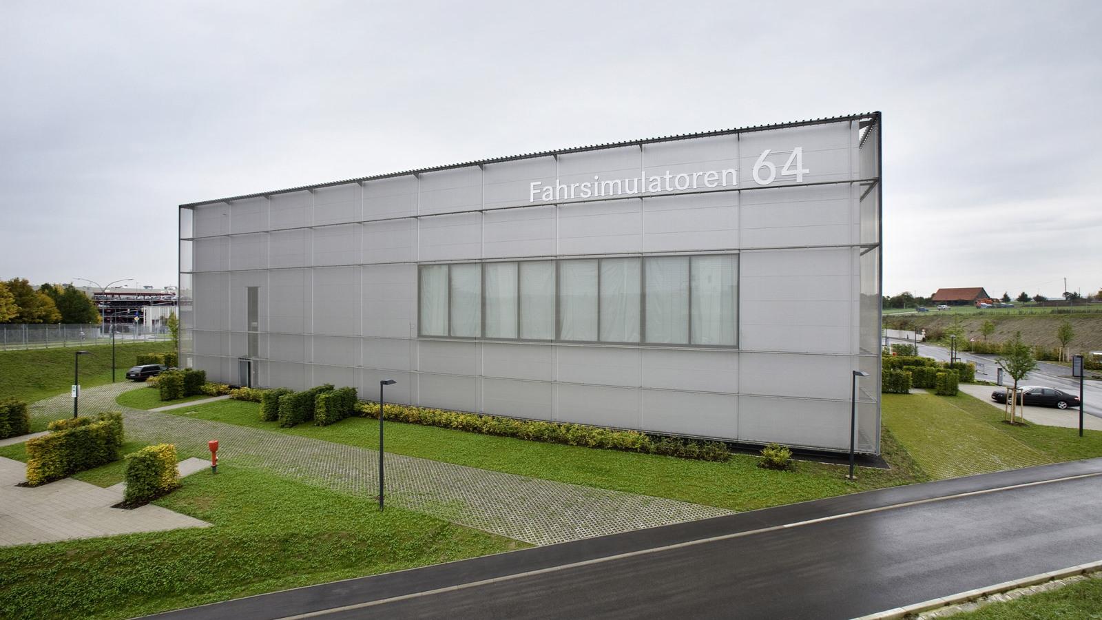 Mercedes-Benz vehicle simulation center