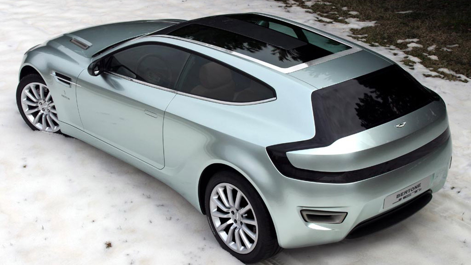 Bertone Jet 2 shooting brake concept based on the 2004 Aston Martin Vanquish