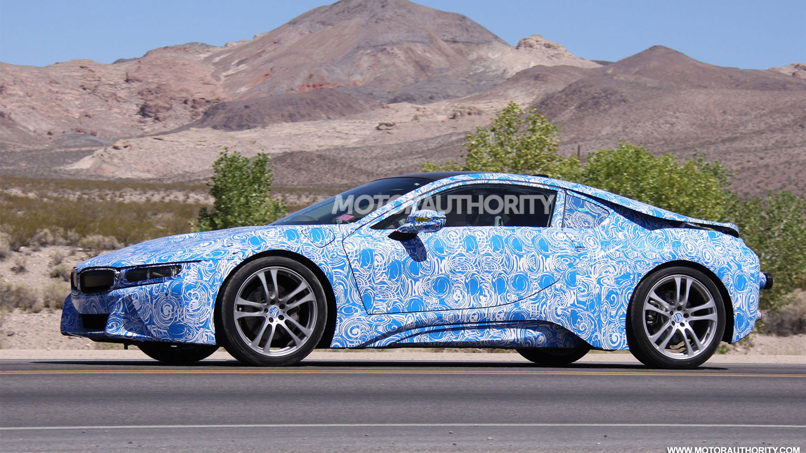 2015 BMW i8 spy shots