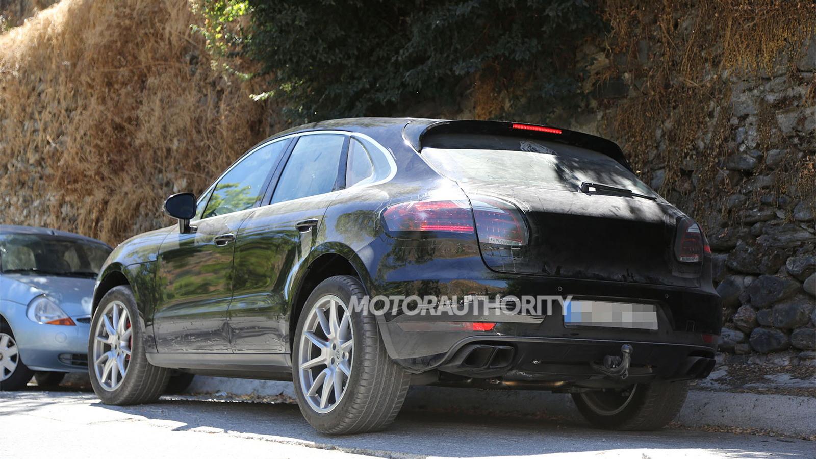 2015 Porsche Macan Turbo spy shots