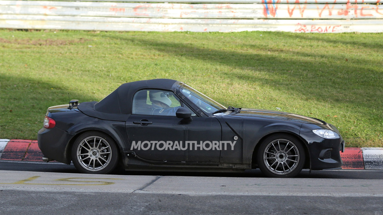 2015 Mazda MX-5 Miata test mule spy shots