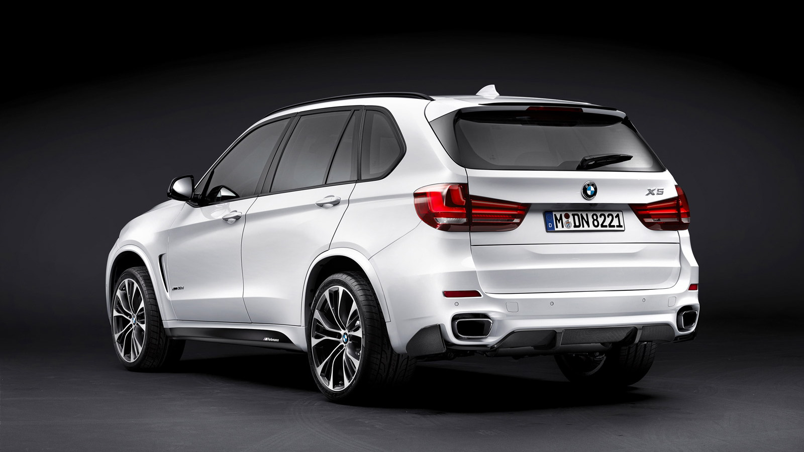 2014 BMW X5 equipped with M Performance parts