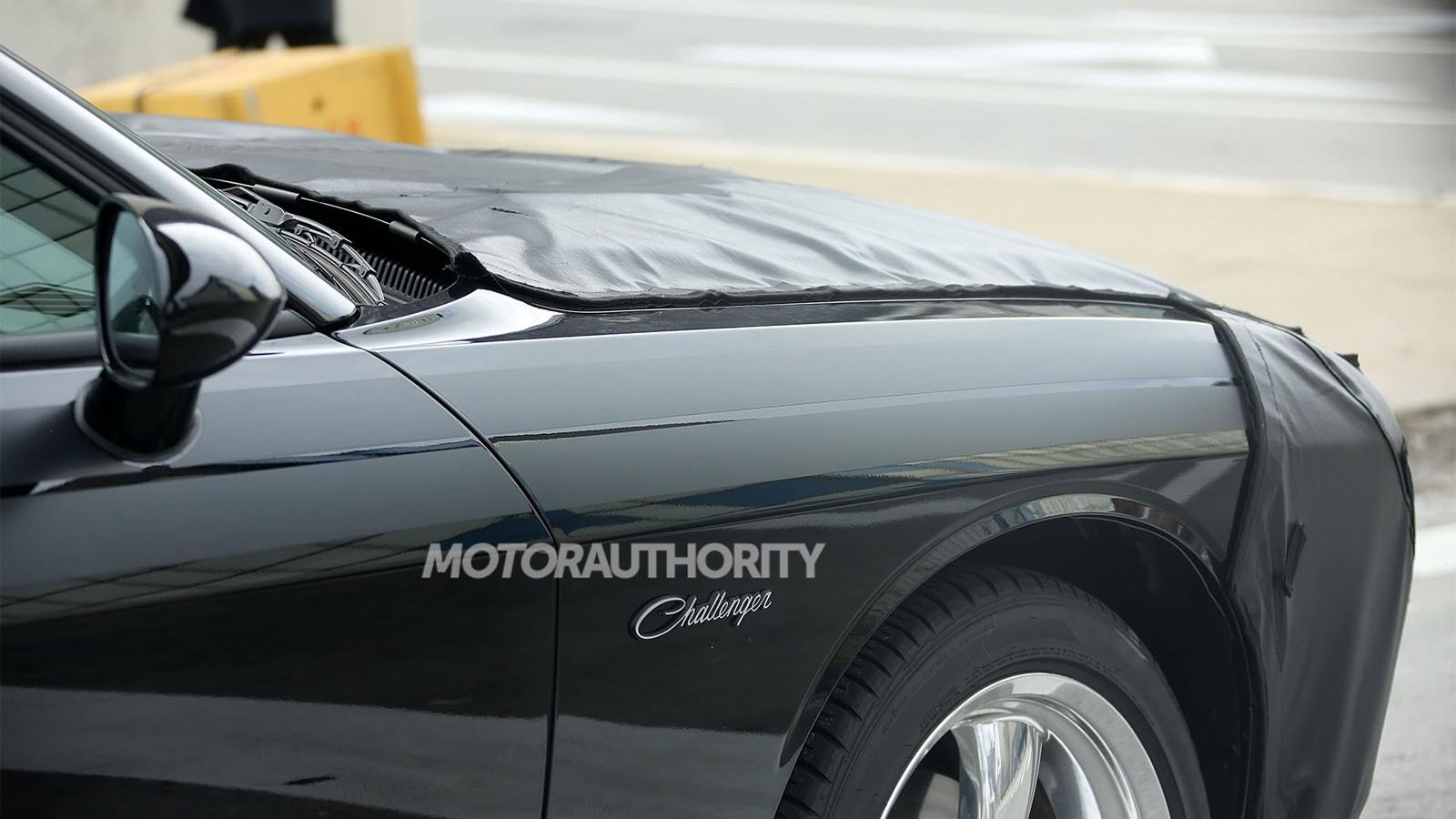2015 Dodge Challenger facelift spy shots