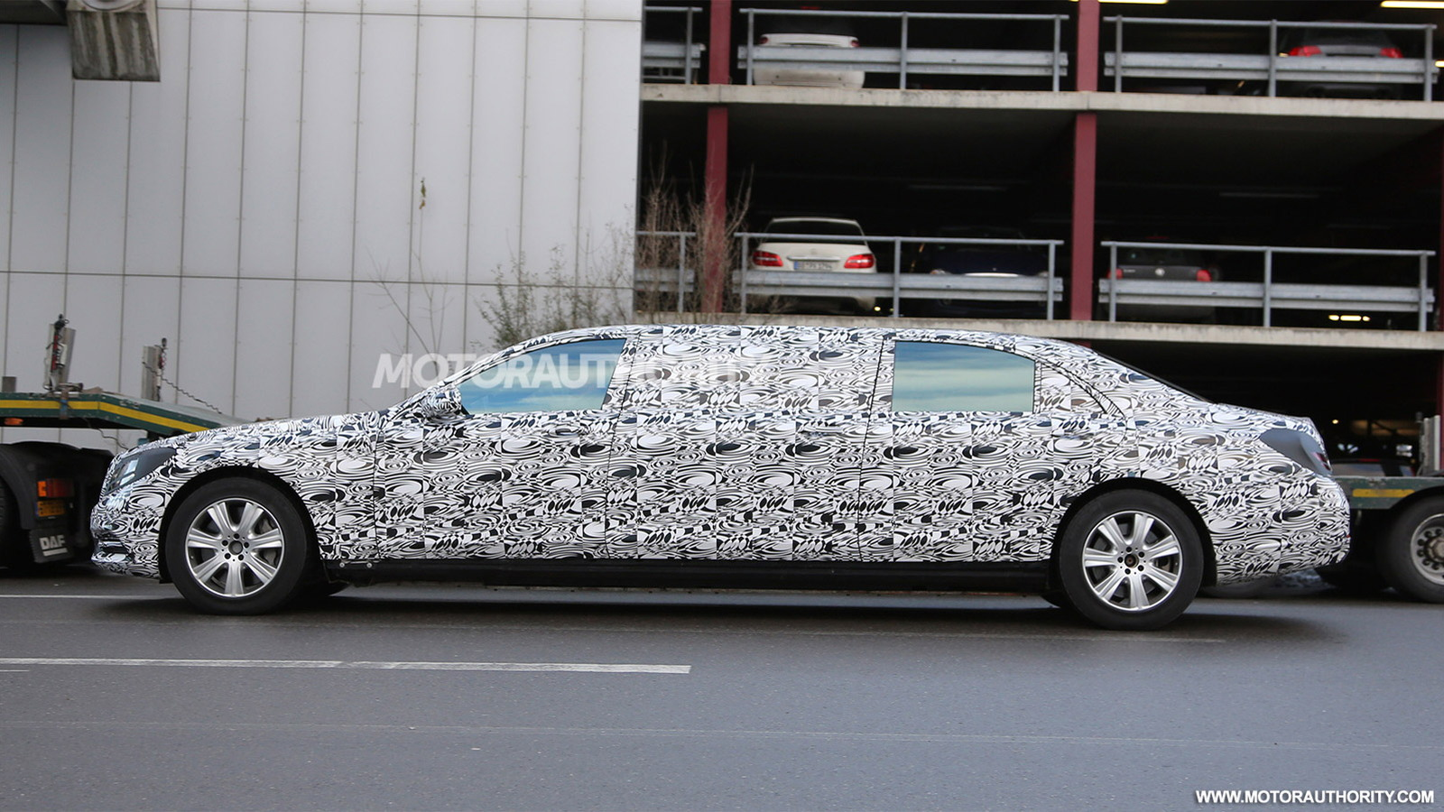 2016 Mercedes-Maybach S600 Pullman spy shots - Image via S. Baldauf/SB-Medien