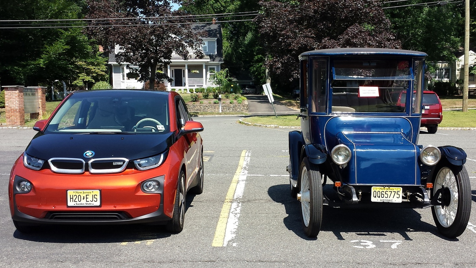 Donald Davidson's 1917 Detroit Electric Model 68 with Chris Neff's 2014 BMW i3 REx