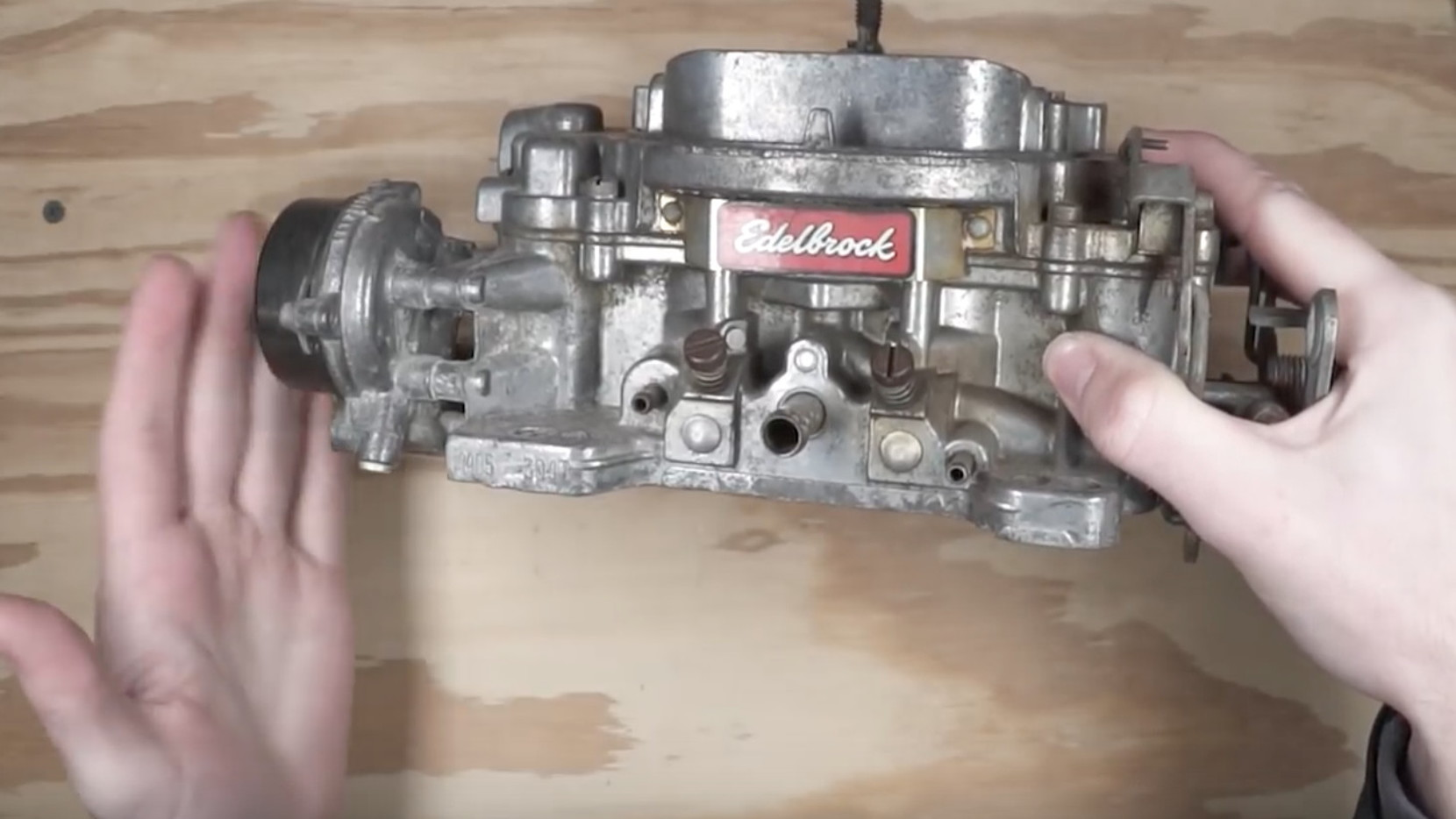 How do you rebuild a carburetor?