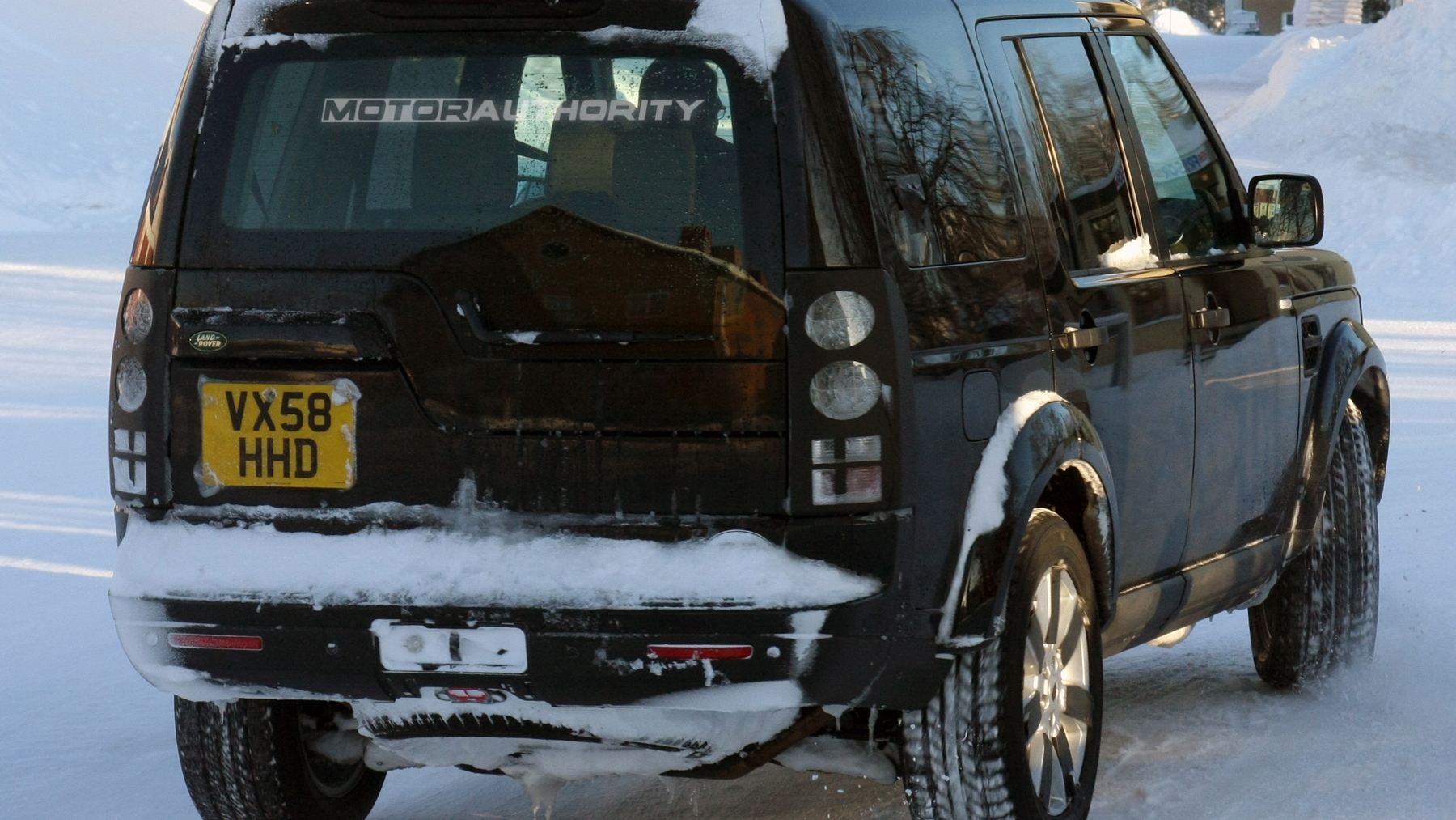 2010 land rover discovery facelift spy shots february 003