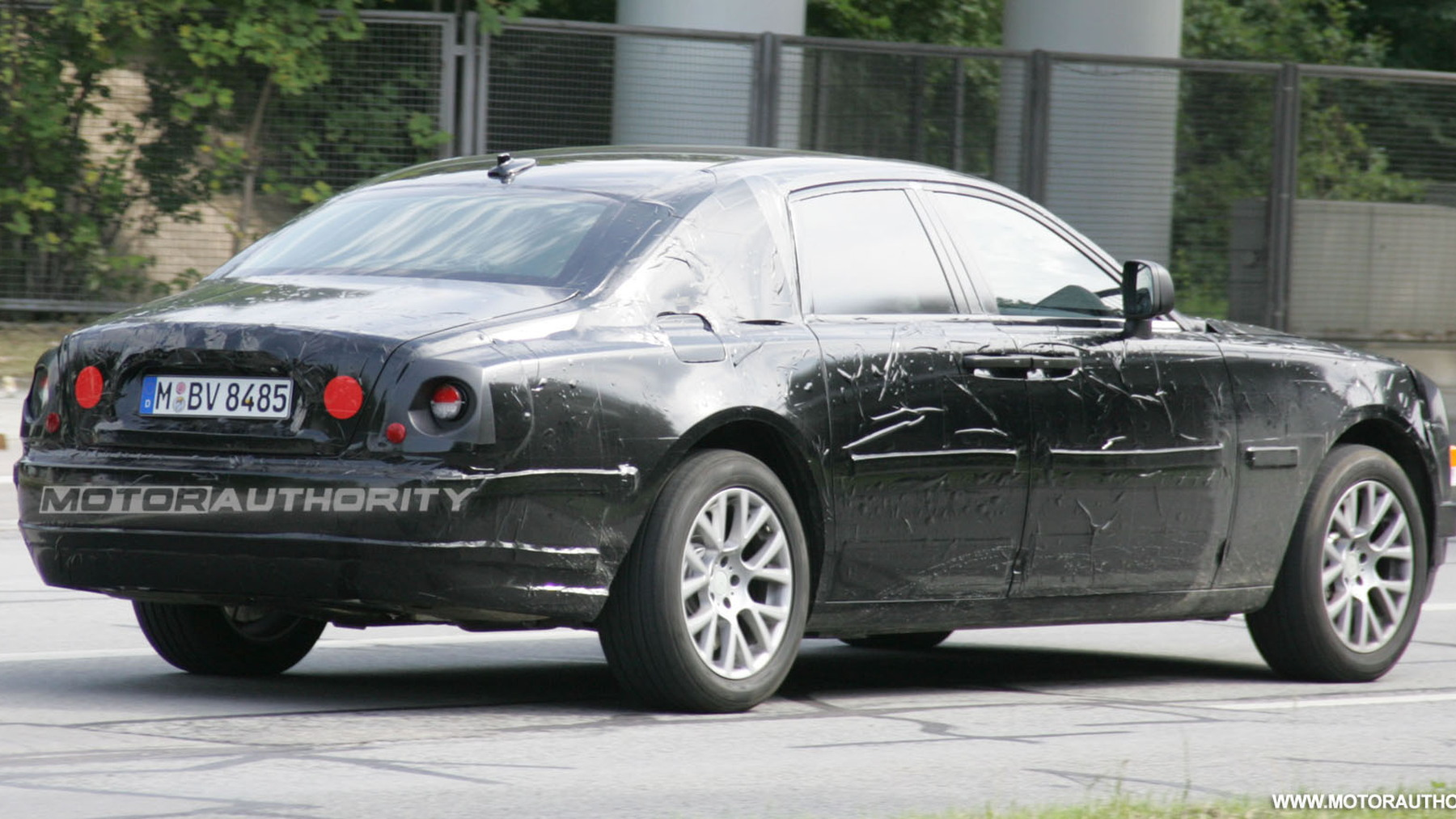 2010 rolls royce rr4 spy shots february 005