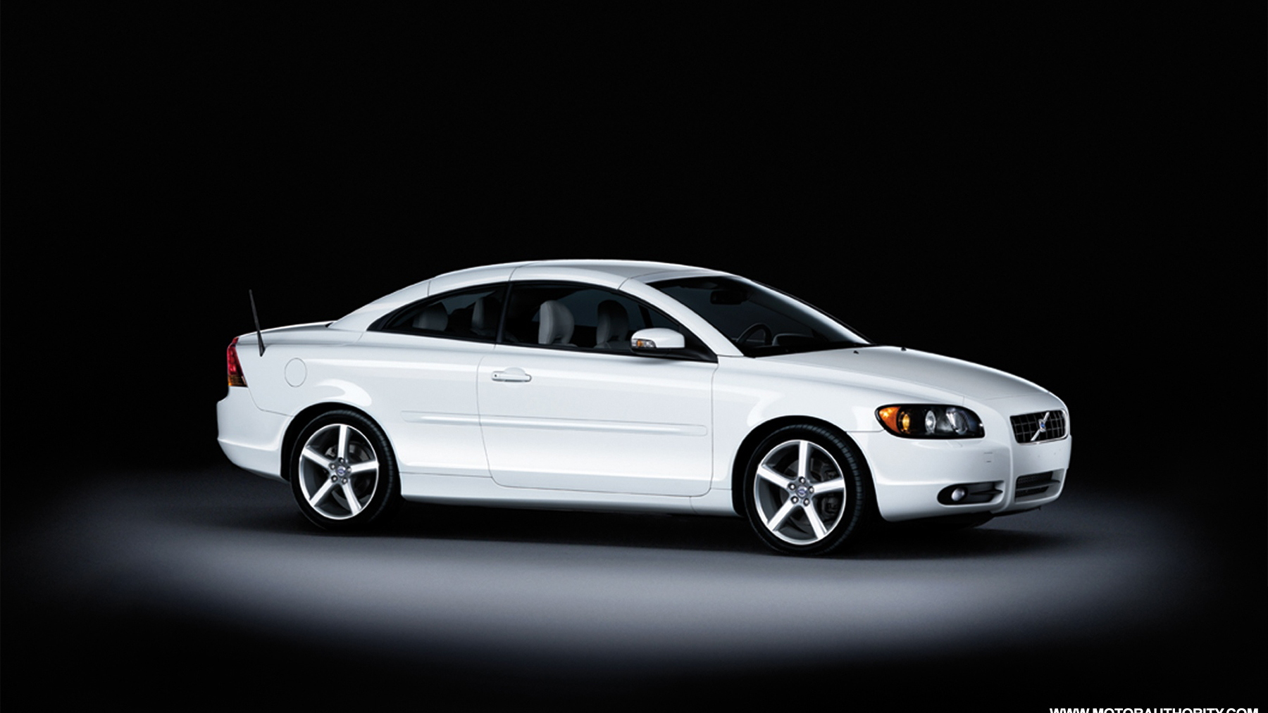 2009 volvo c70 ice white special edition 003
