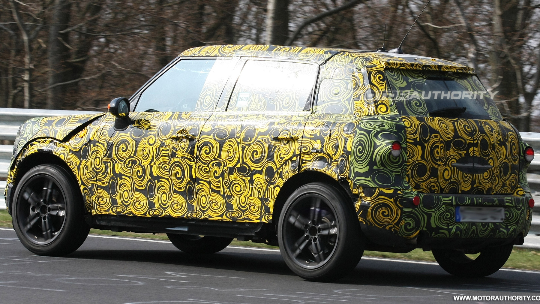 2010 mini crossover spy shots april 2 003