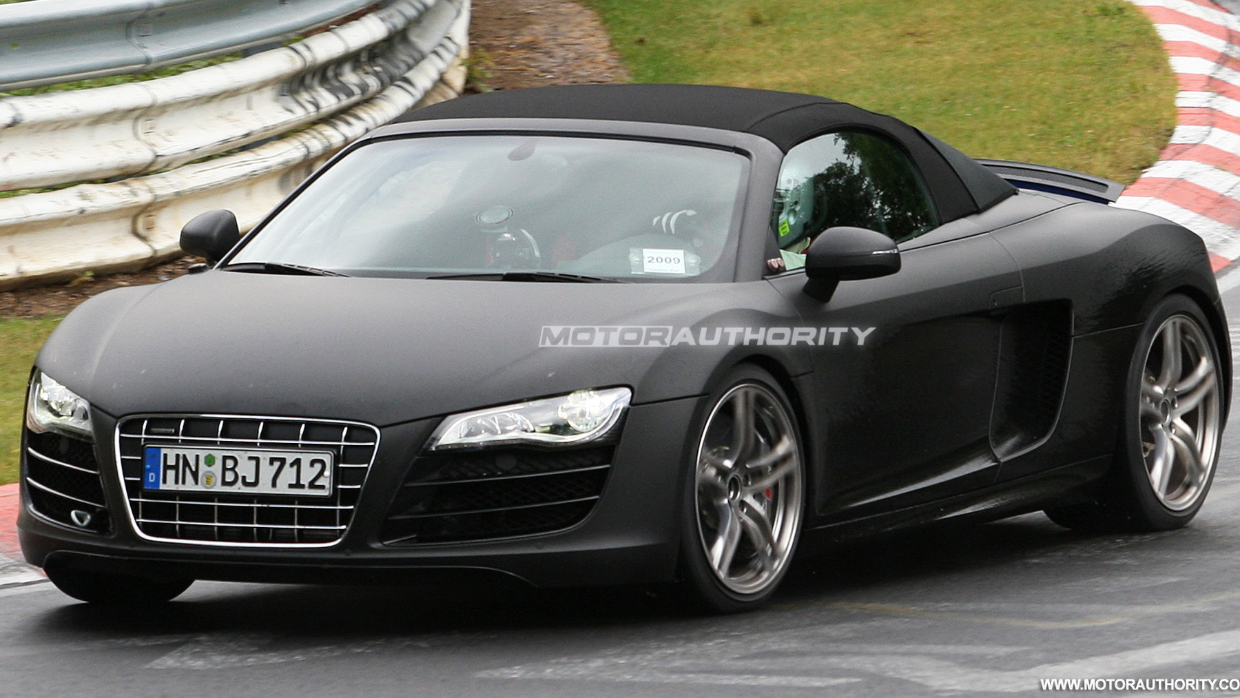 2011 audi r8 spyder spy shots june 007