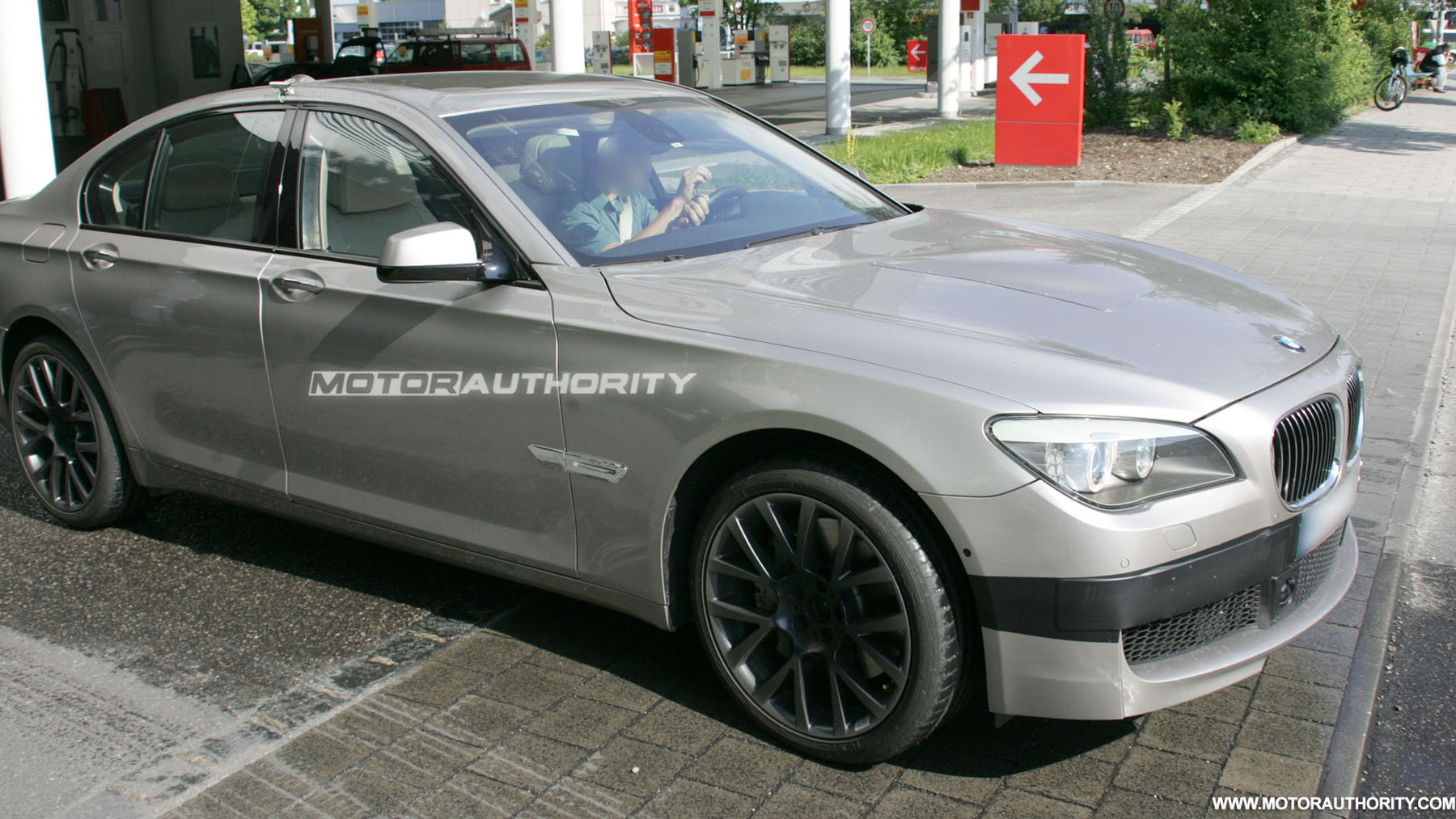 2011 bmw m7 7 series spy shots june 005