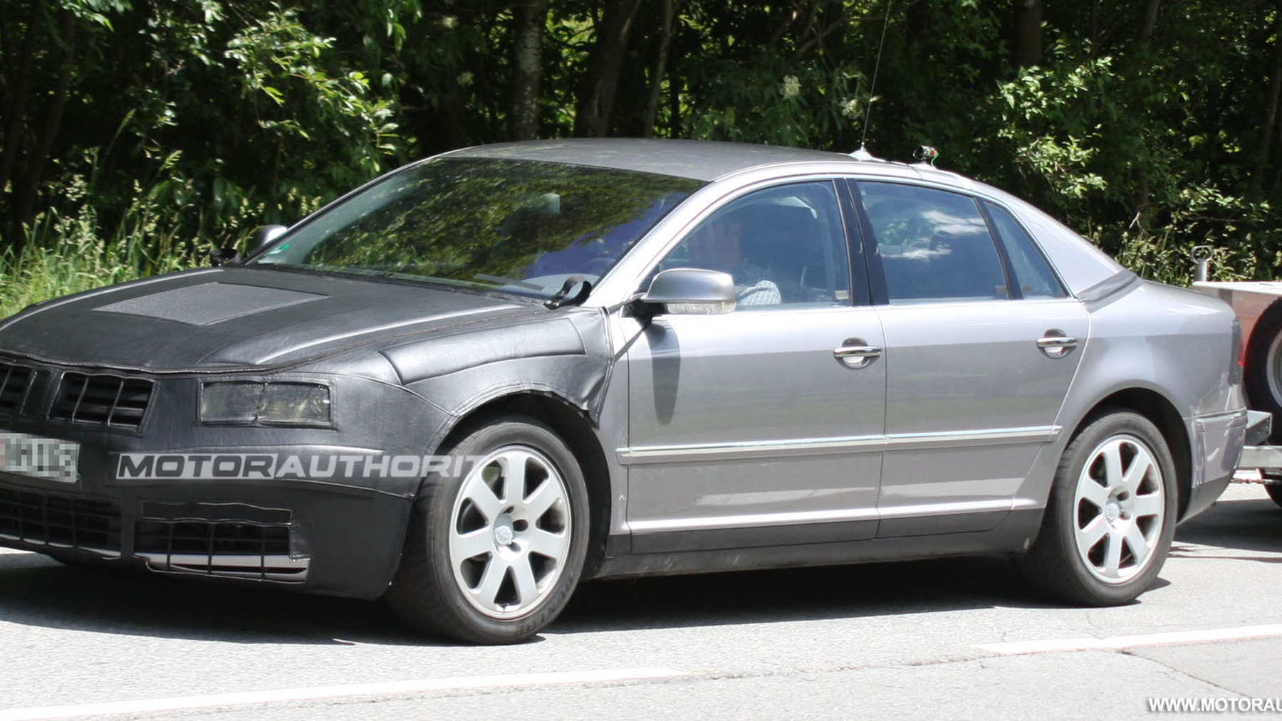 2011 volkswagen phaeton facelift spy shots june 002
