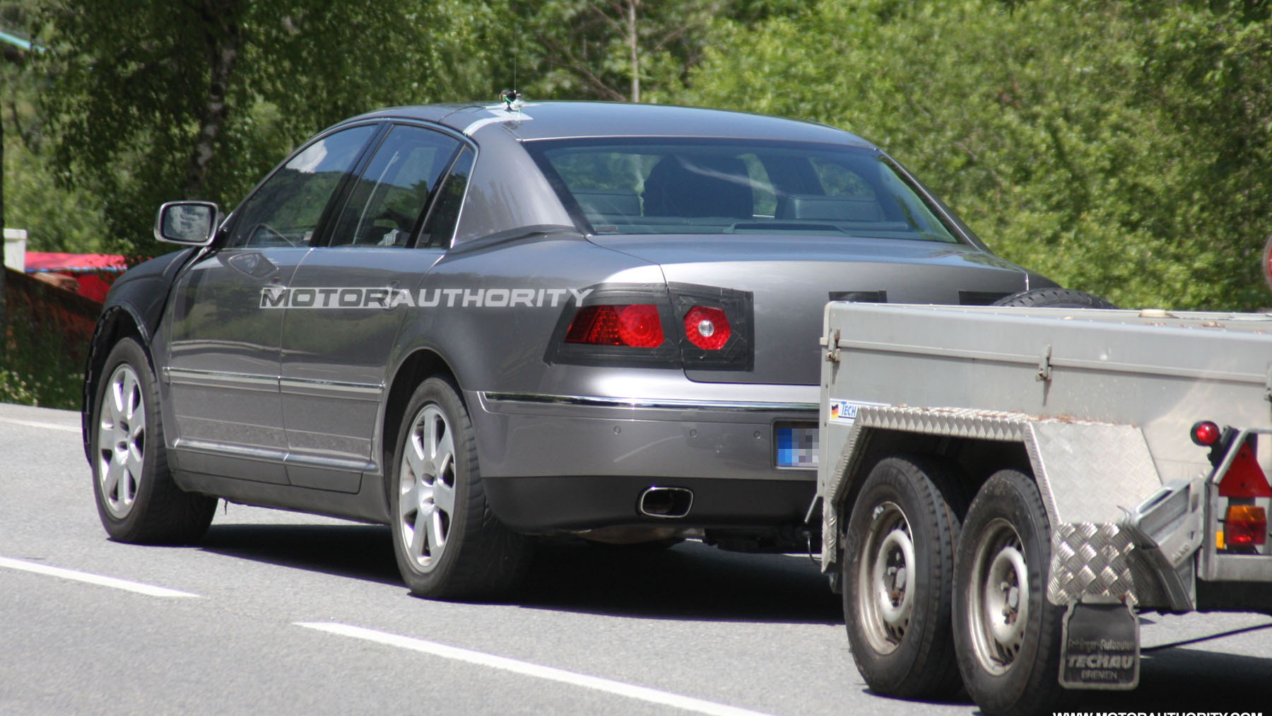 2011 volkswagen phaeton facelift spy shots june 006