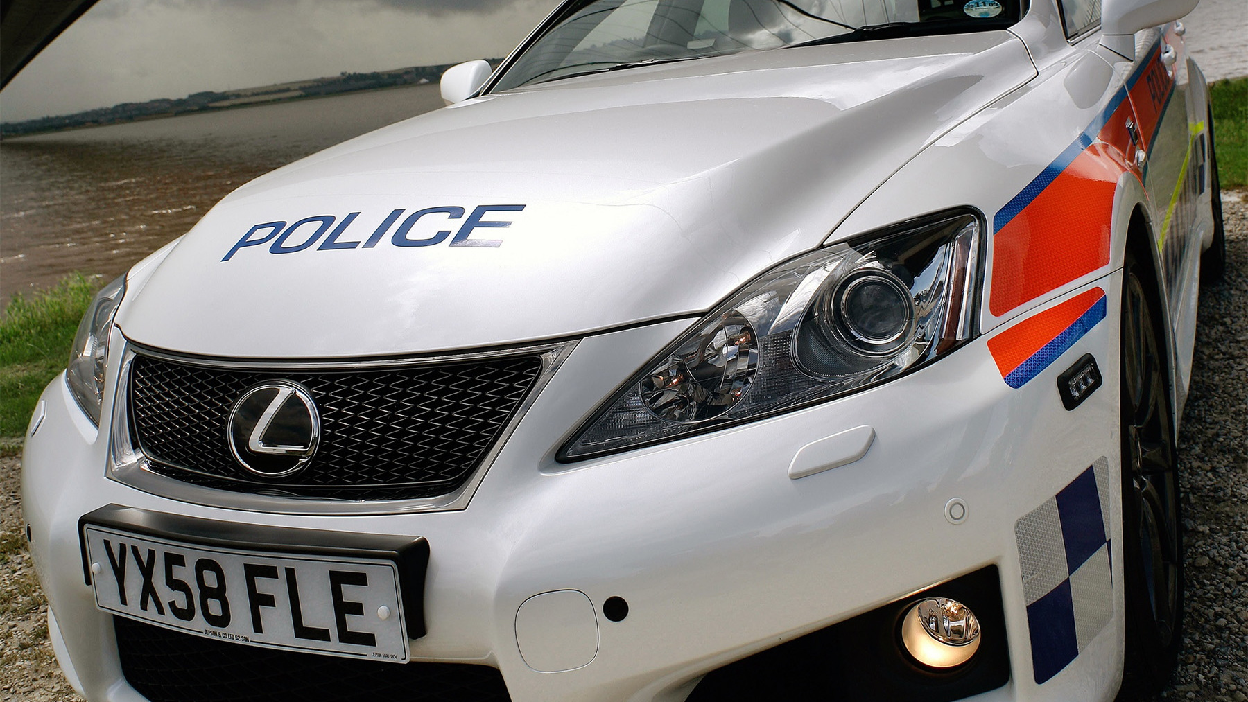 2009 lexus is f police car 002