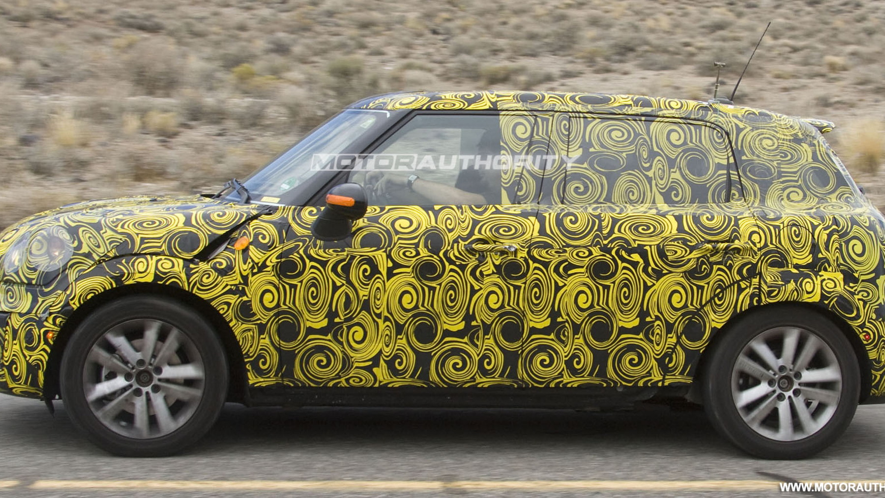 2010 mini crossover spy shots july 003
