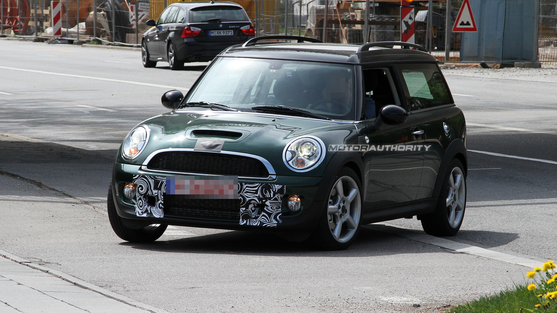 2011 MINI Clubman S facelift spy shots