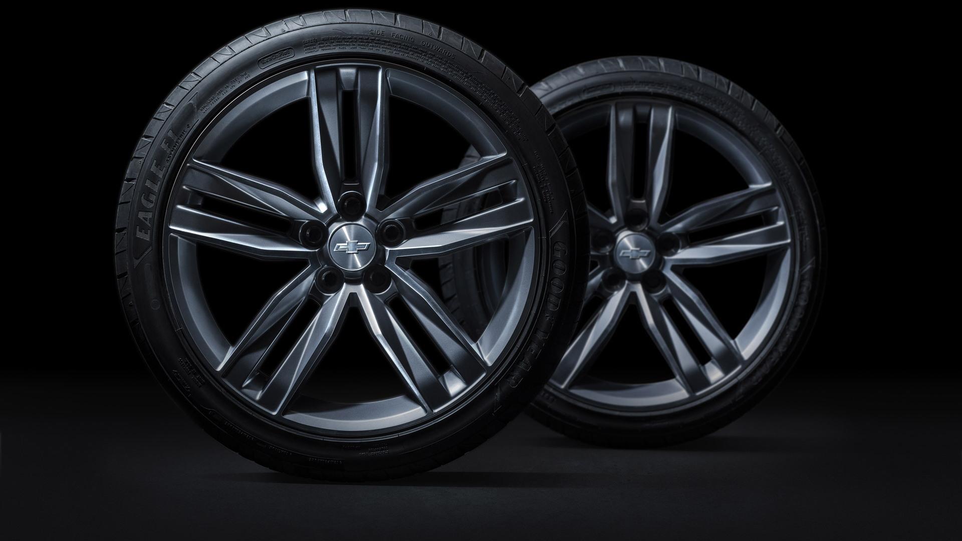 2016 Chevrolet Camaro's wheels