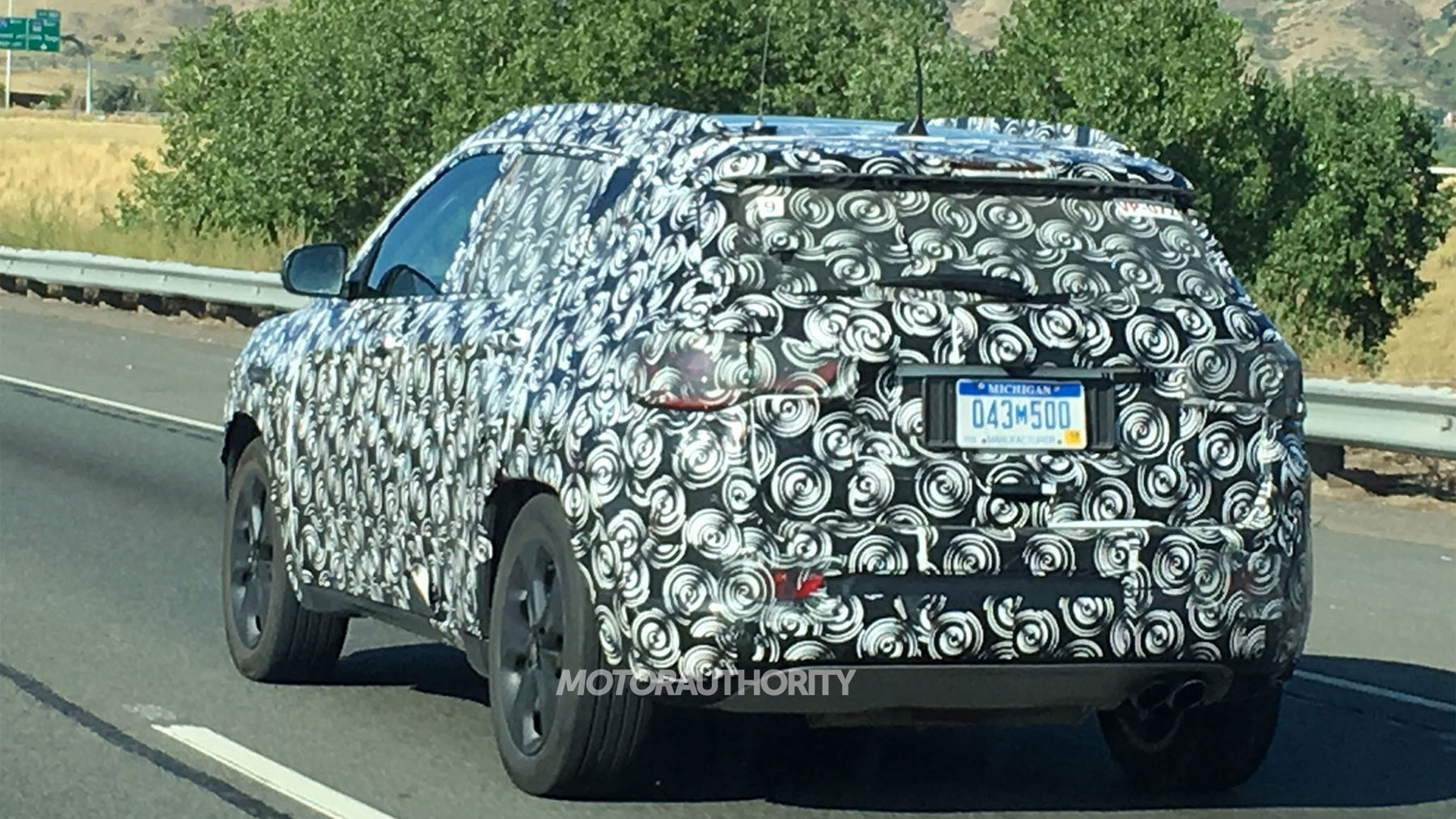2017 Jeep Compass/Patriot replacement spy shots