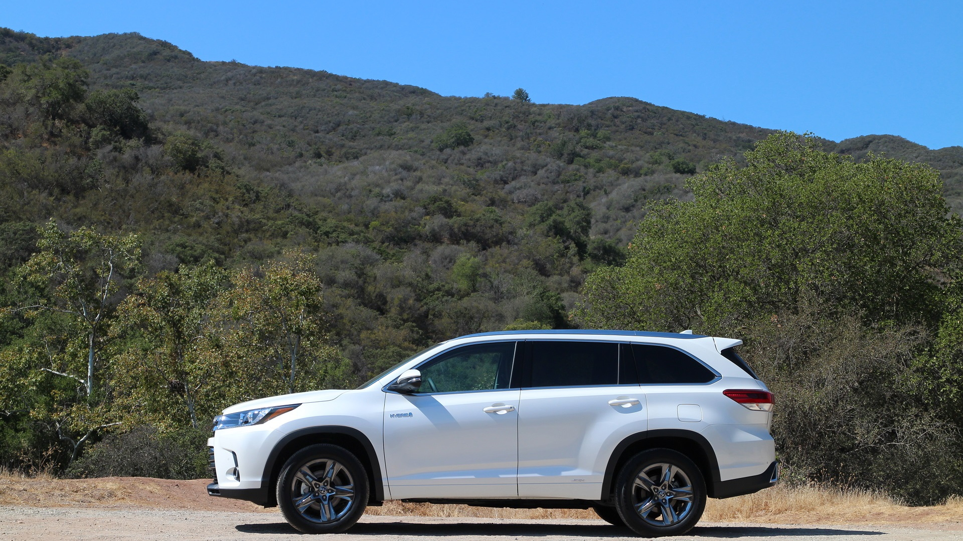 2017 Toyota Highlander Hybrid, test drive, Ojai, California, Sep 2016
