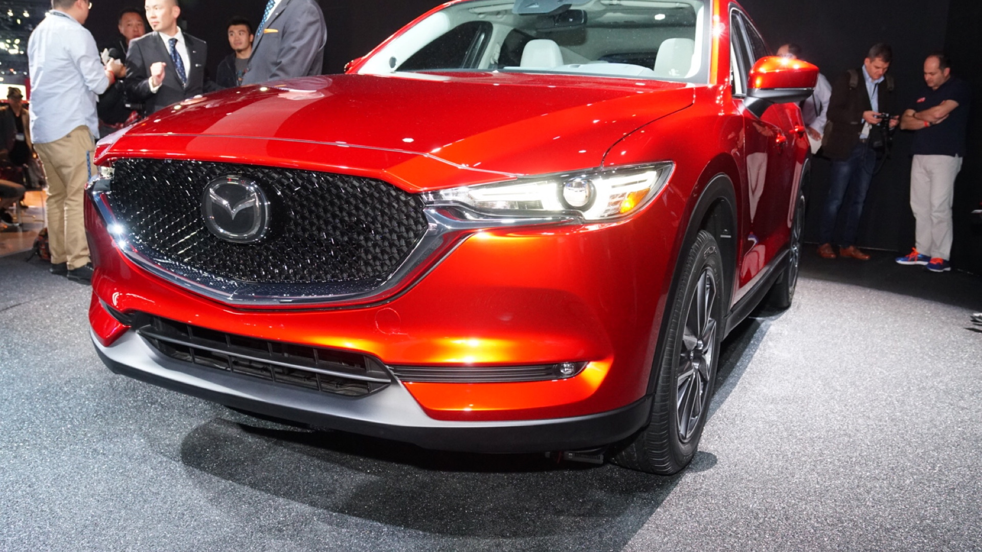 2017 mazda cx 5 debuts with new look promised diesel. Black Bedroom Furniture Sets. Home Design Ideas