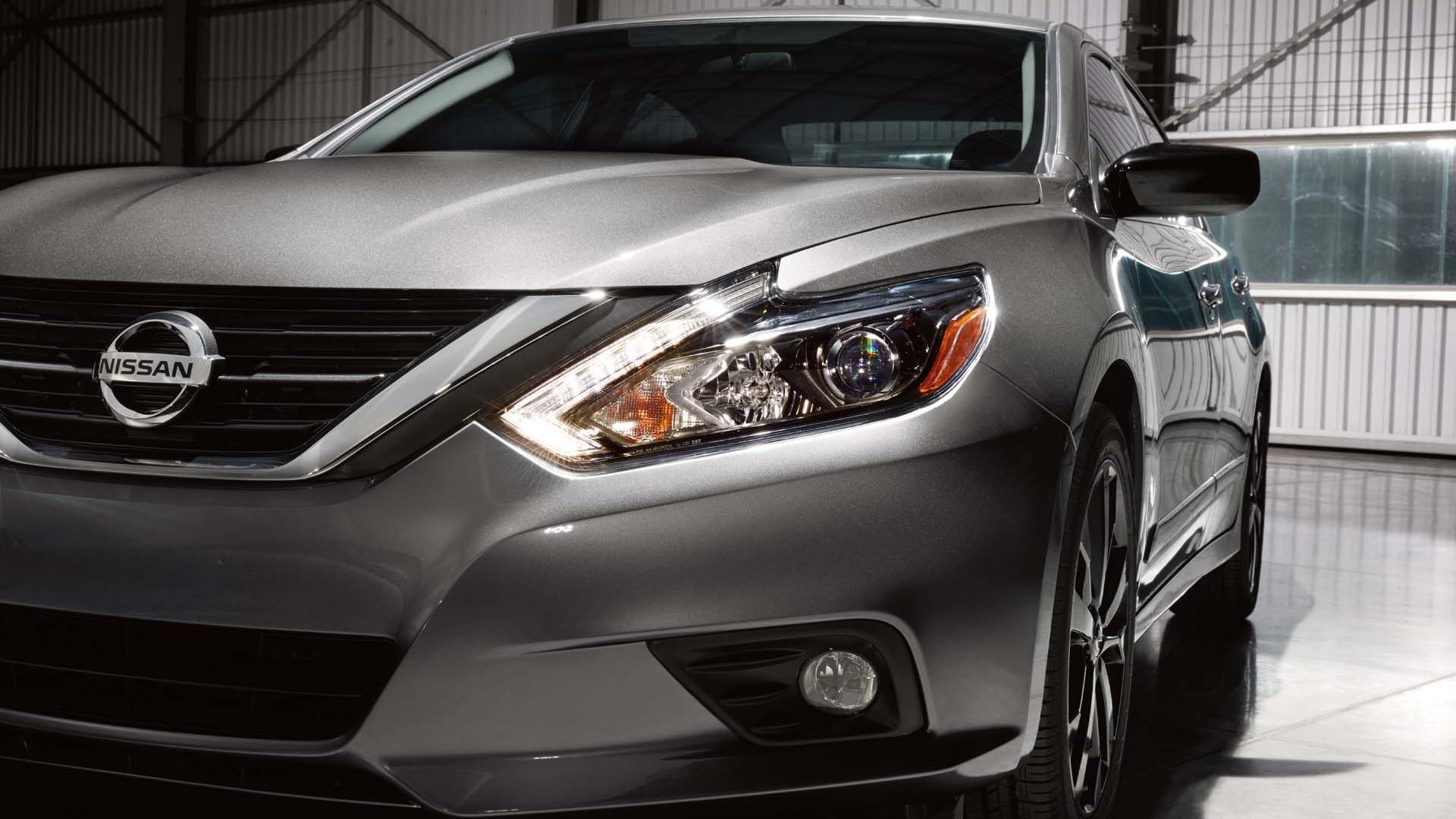 2017 Nissan Altima SR Midnight Edition
