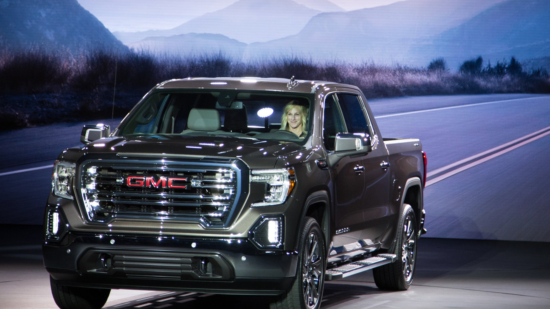 2019 GMC Sierra first look: New truck pushes past ...