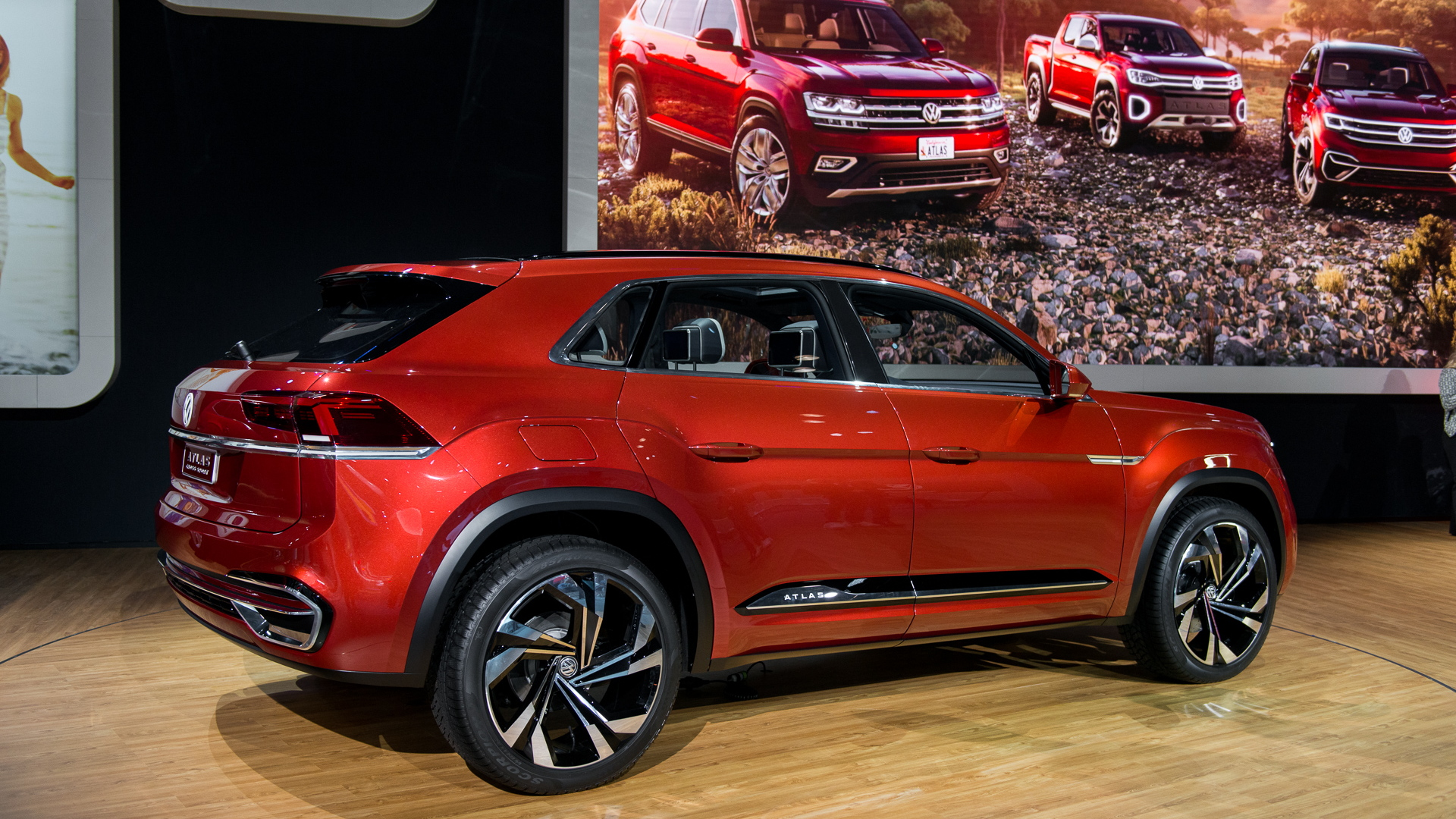 vw atlas cross sport concept ditches 3rd row for sharper look. Black Bedroom Furniture Sets. Home Design Ideas