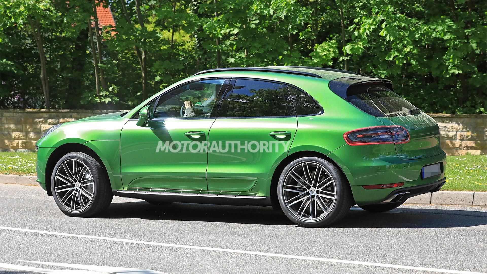 2019 Porsche Macan facelift spy shots - Image via S. Baldauf/SB-Medien