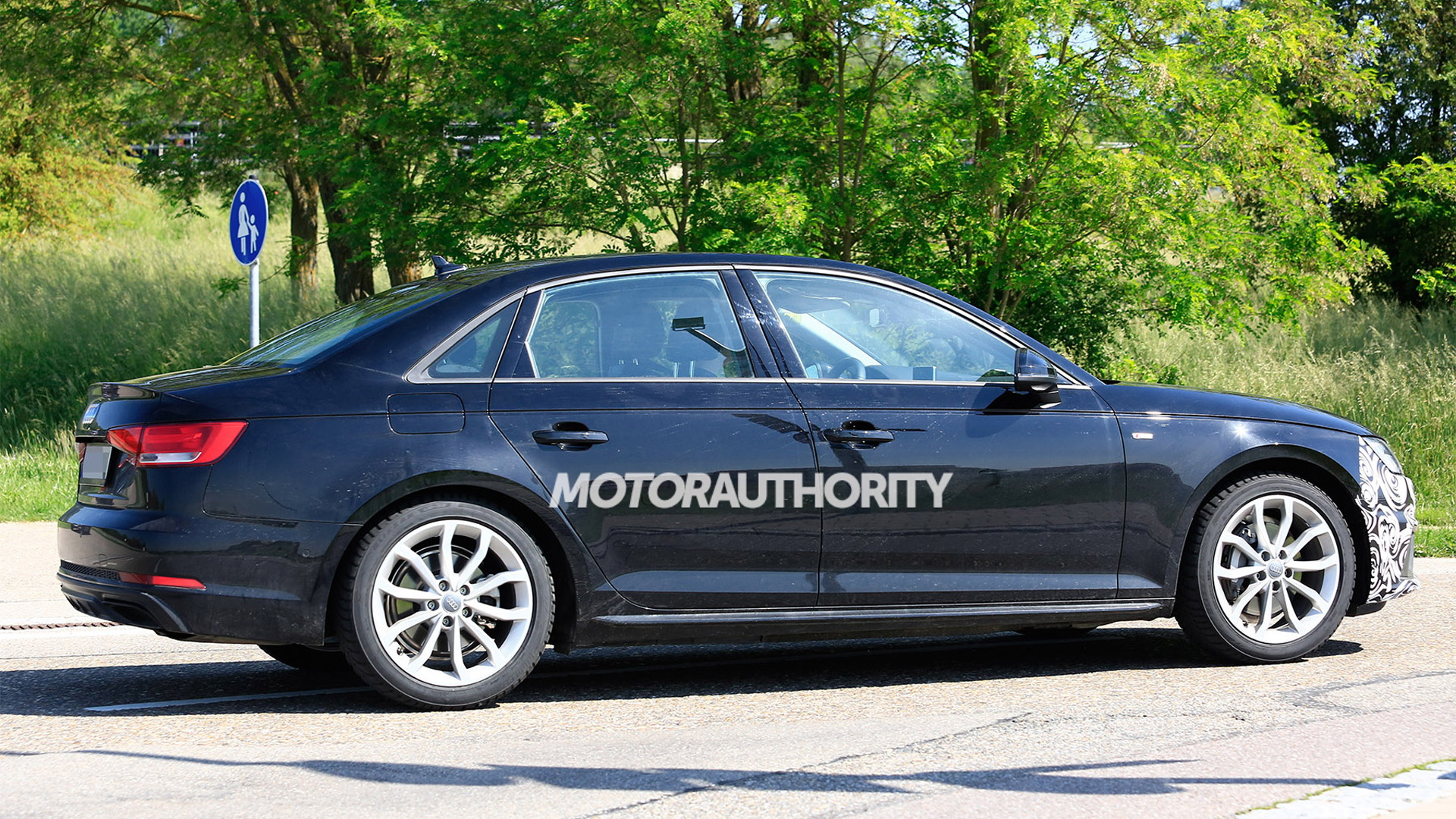 2020 Audi A4 facelift spy shots - Image via S. Baldauf/SB-Medien