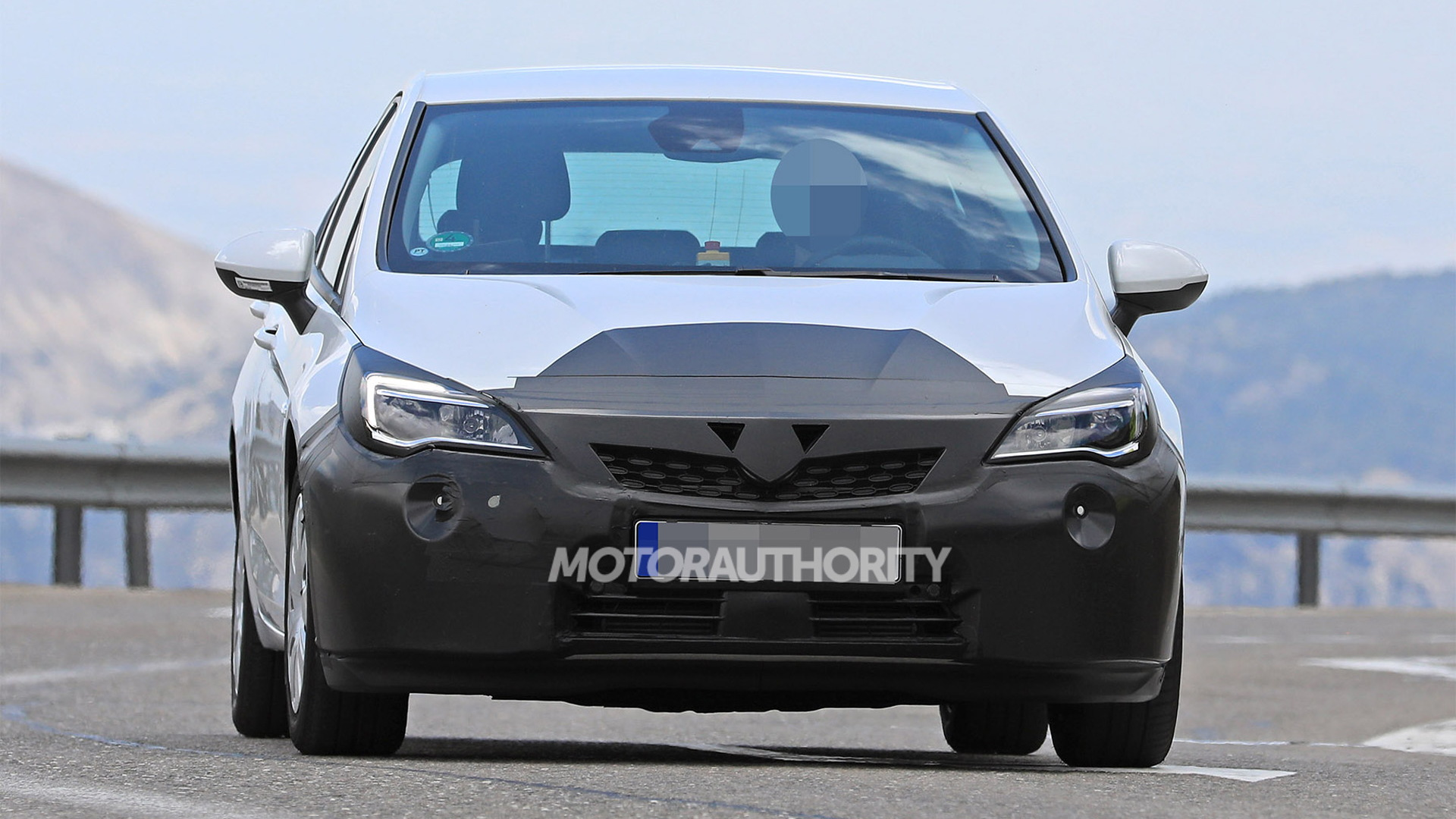2019 Opel Astra facelift spy shots - Image via S. Baldauf/SB-Medien