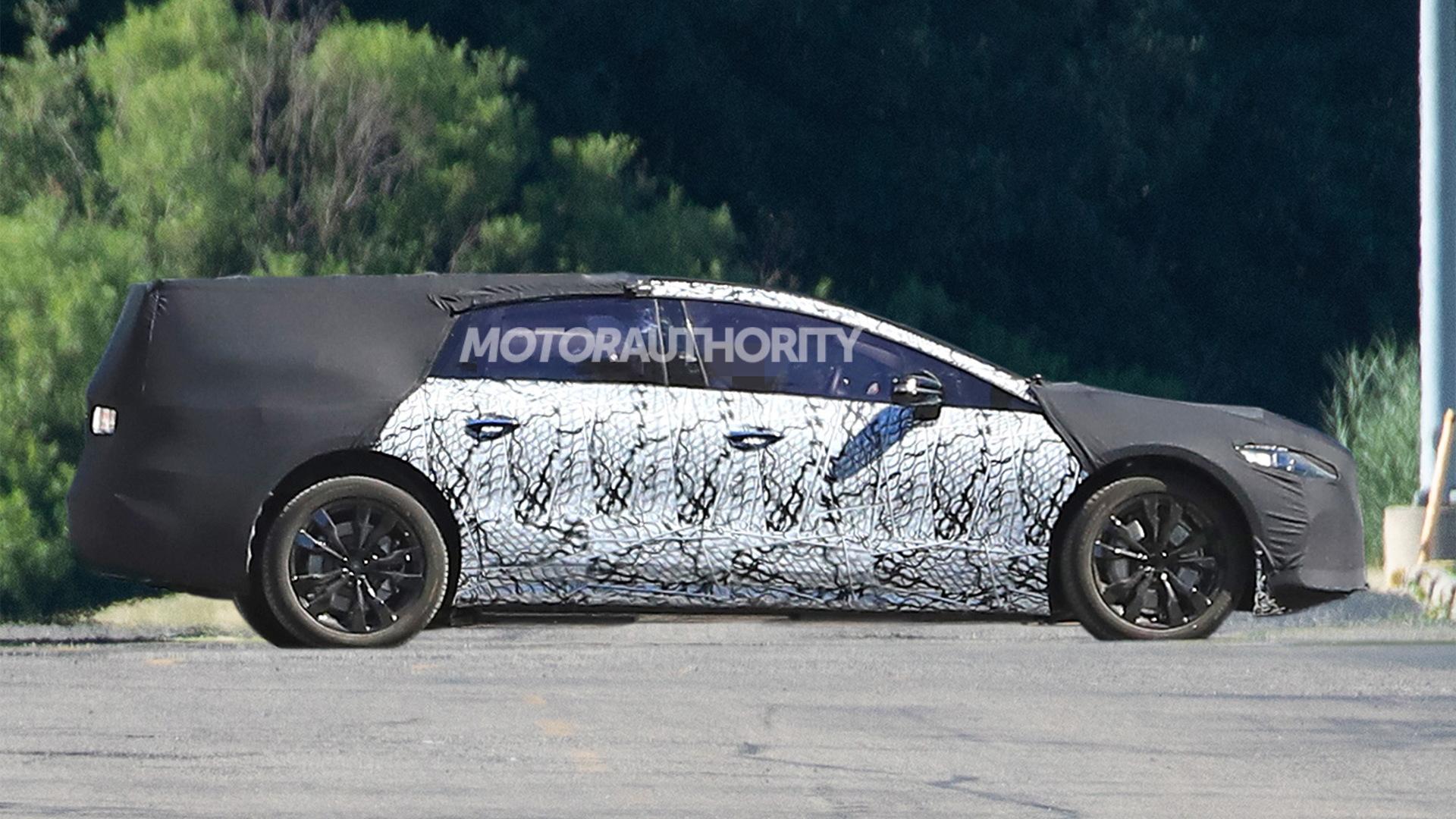2021 Mercedes-Benz EQS spy shots - Image via S. Baldauf/SB-Medien