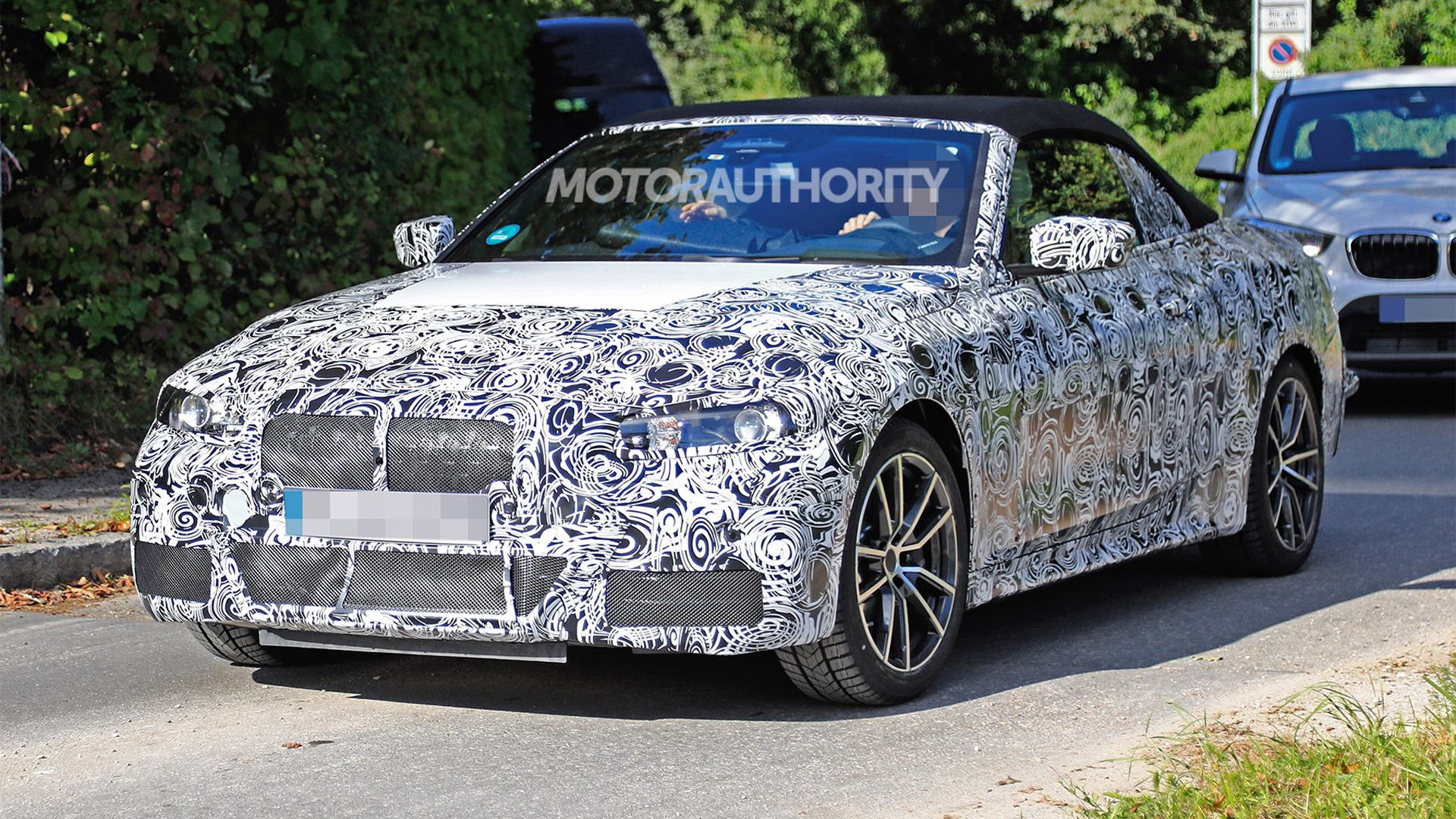 2021 BMW 4-Series Convertible spy shots - Image via S. Baldauf/SB-Medien