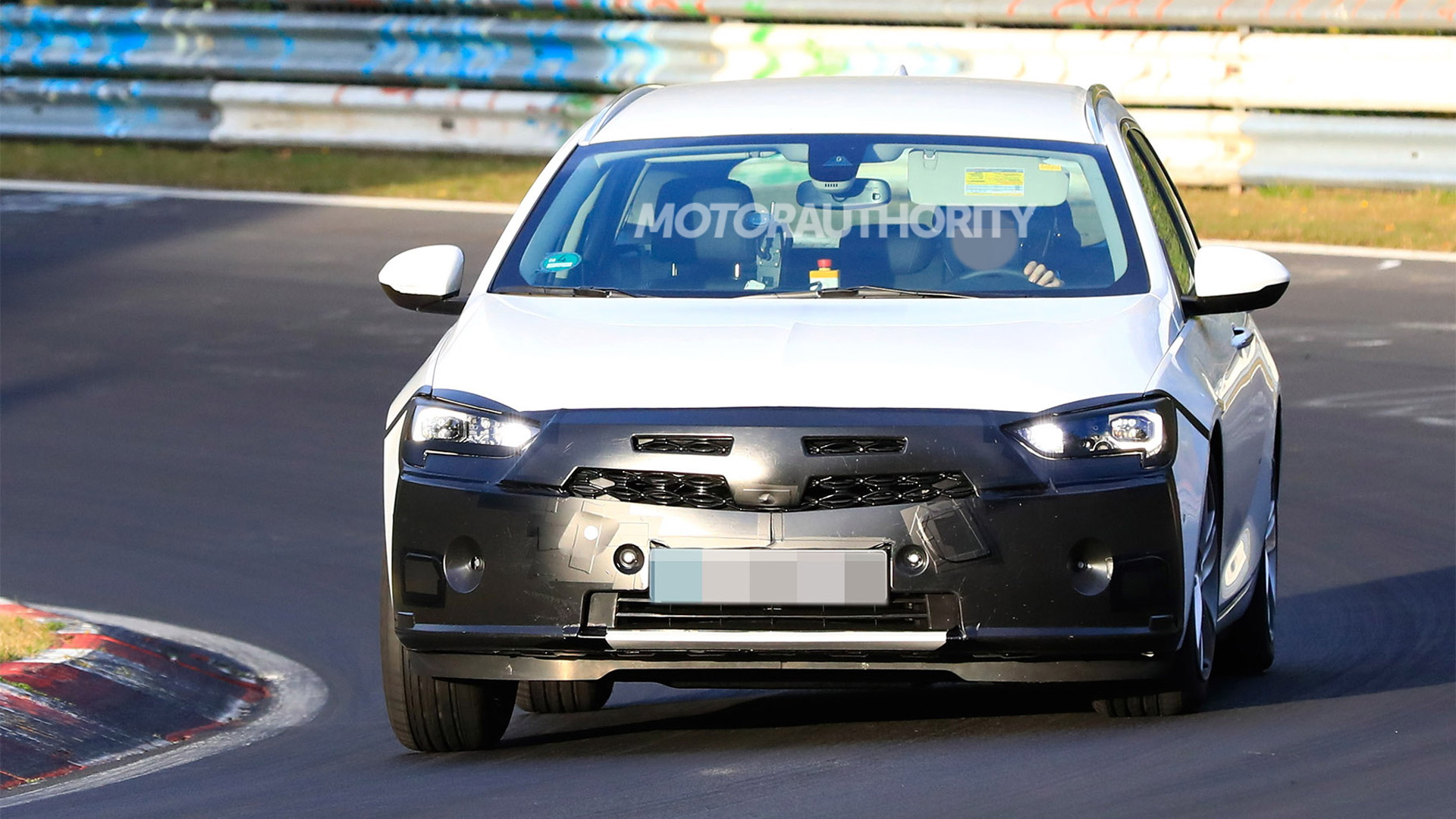 2020 Opel Insignia Sports Tourer facelift spy shots - Image via S. Baldauf/SB-Medien