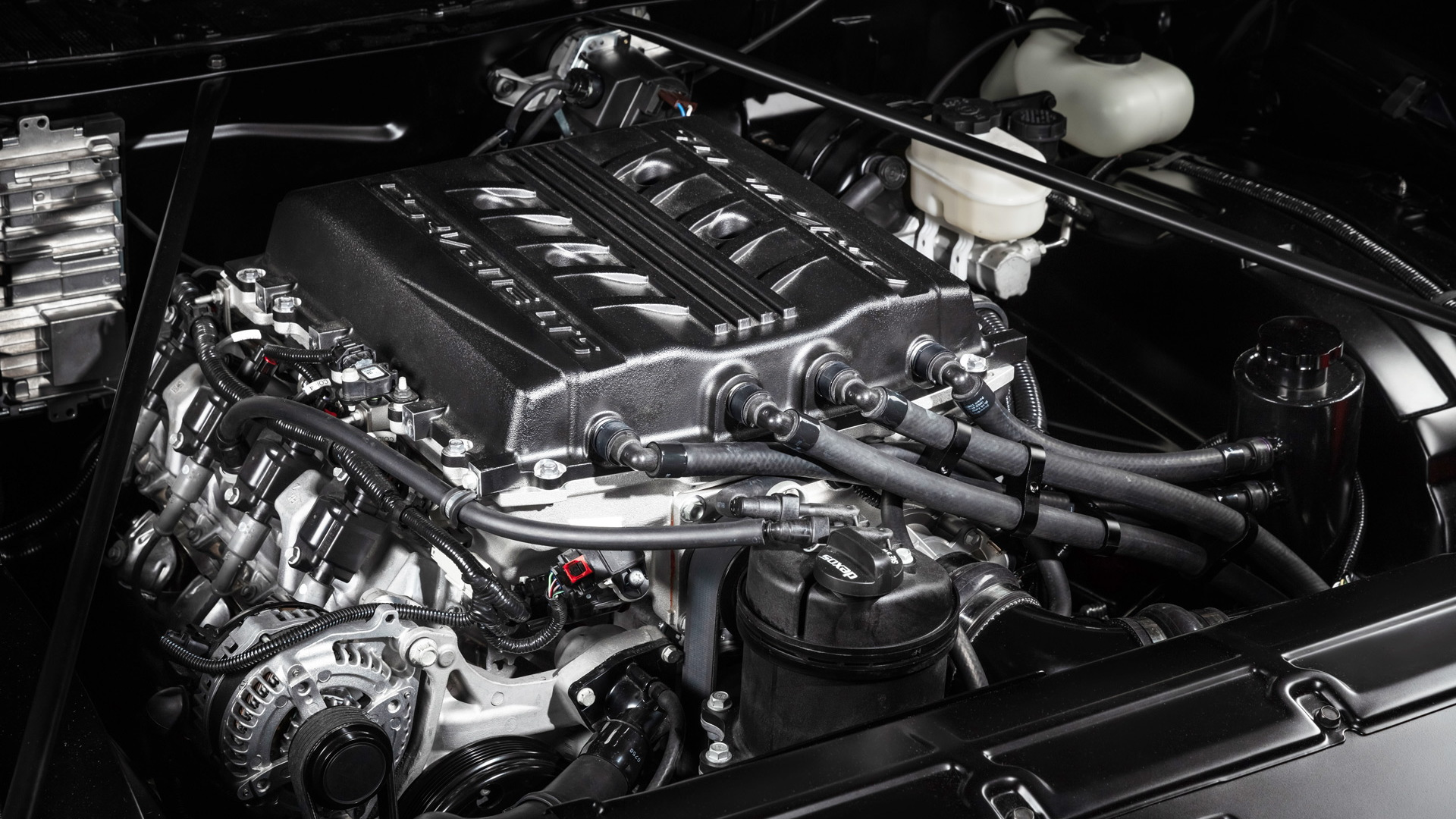 LT5 6.2-liter supercharged V-8 crate engine