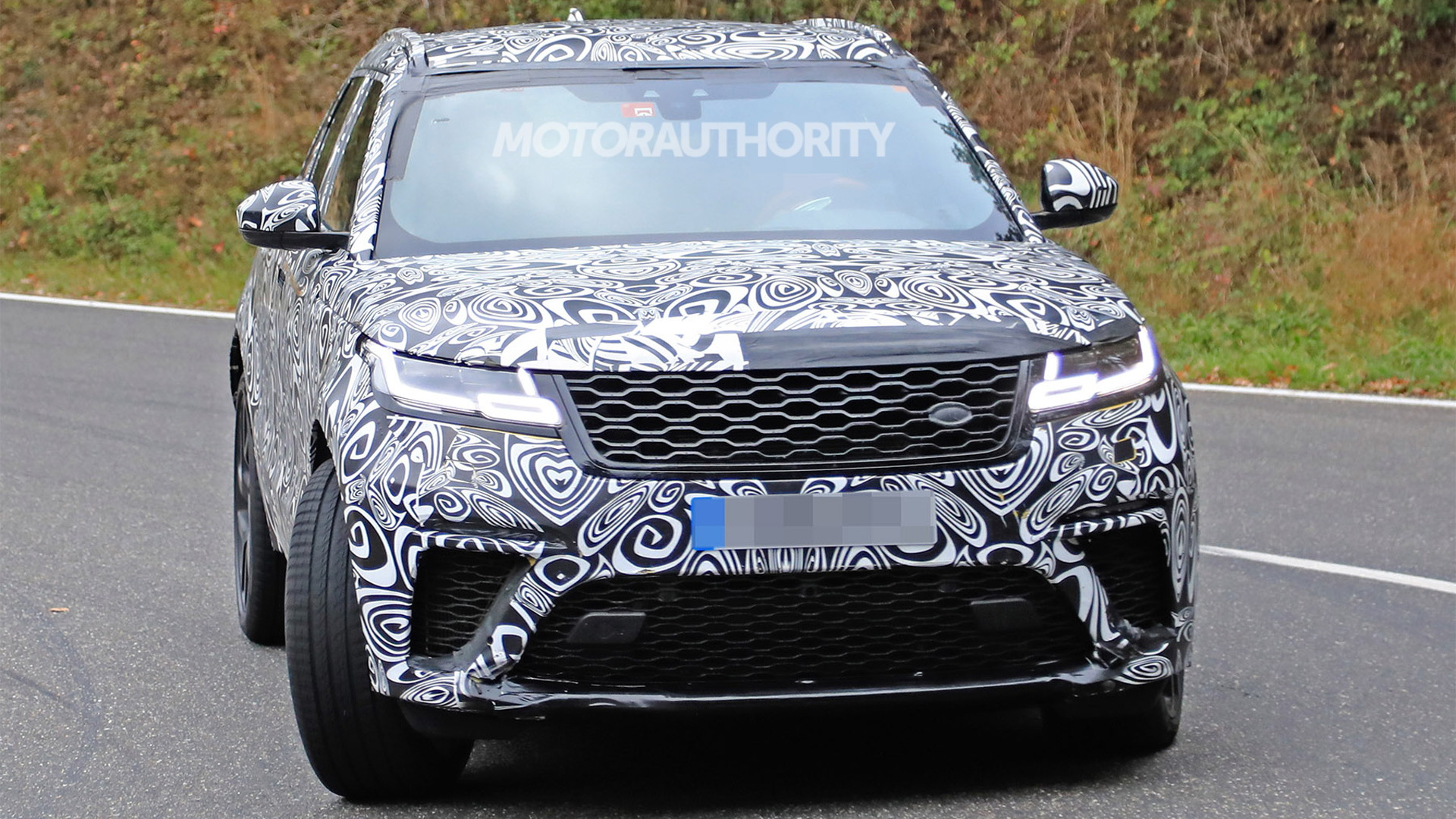 2019 Land Rover Range Rover Velar spy shots - Image via S. Baldauf/SB-Medien