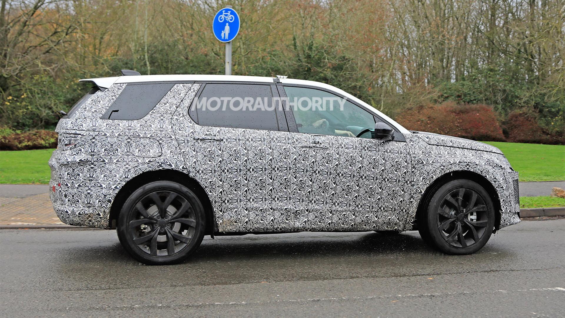 2020 Land Rover Discovery Sport facelift spy shots - Image via S. Baldauf/SB-Medien