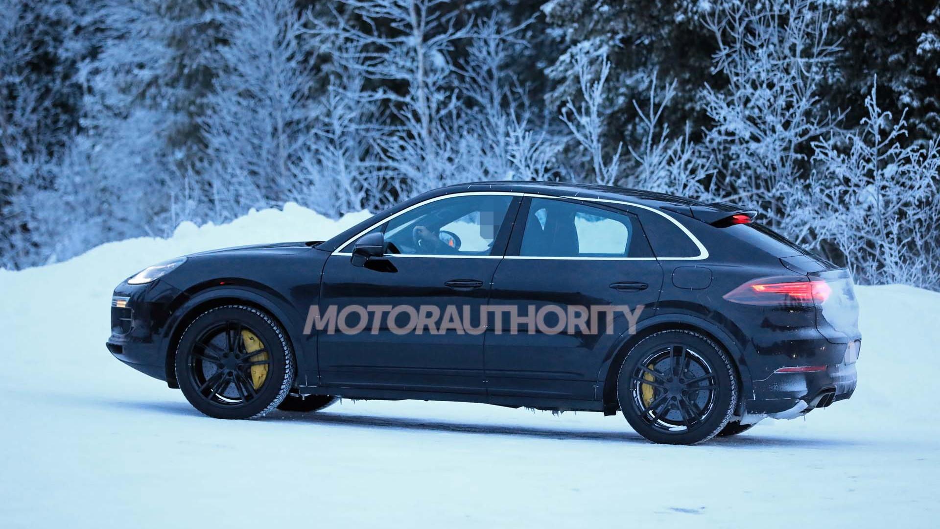 2020 Porsche Cayenne Coupe Turbo spy shots