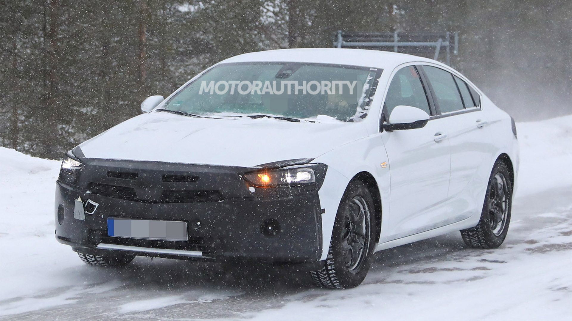 2020 Opel Insignia facelift spy shots - Image via S. Baldauf/SB-Medien