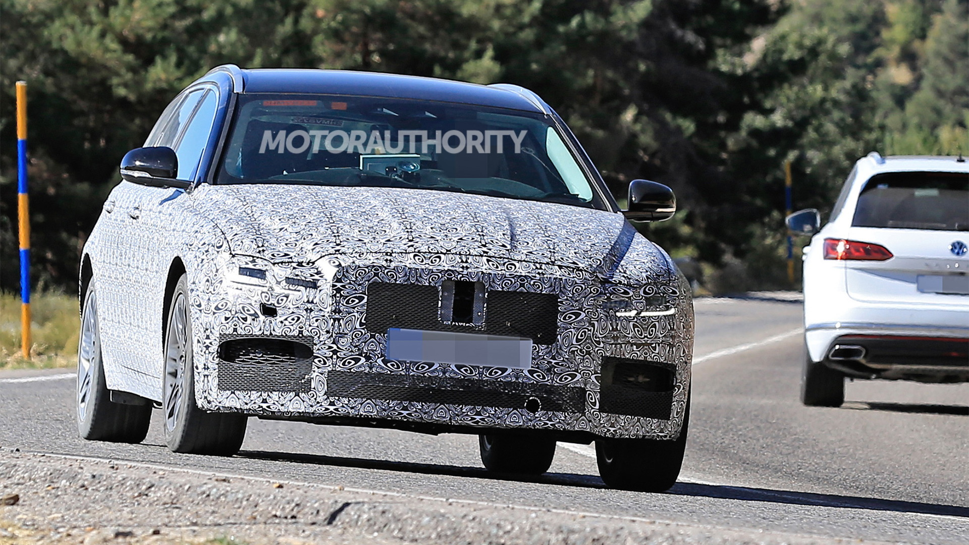 2021 Jaguar XF Sportbrake facelift spy shots - Photo credit: S. Baldauf/SB-Medien