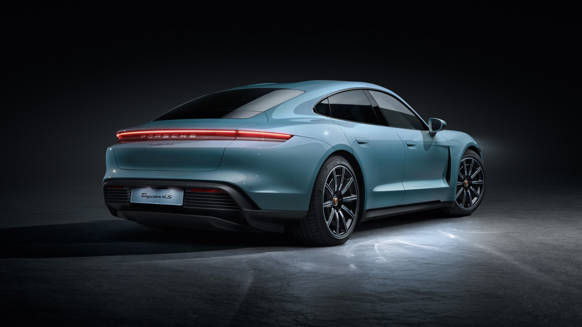 New Porsche Taycan 4S unveiled with £83000 price